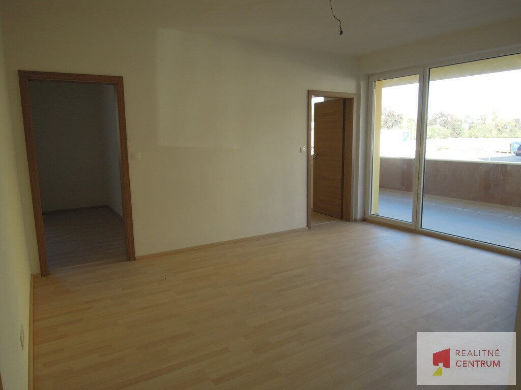 Predané: 3 izb. byt v Rovinke-3