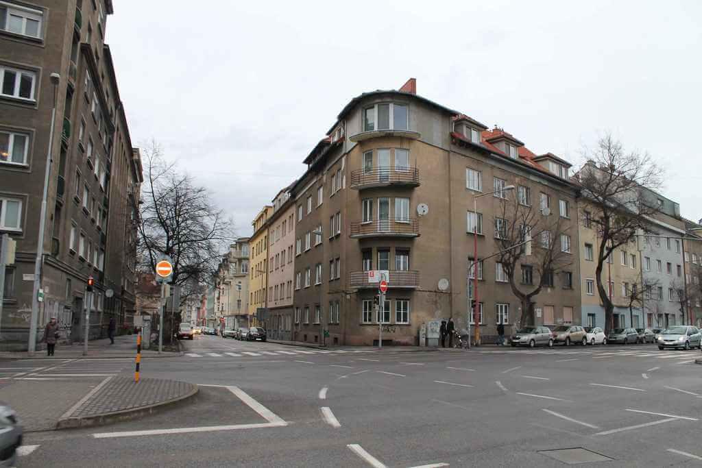 Predané Predaj exkluzívneho 3,5 izb. bytu,v centre, ulica Dostojevského rad v Bratislave, vedľa Jakubovho námestia, 94m2, kompletne zariadený-36