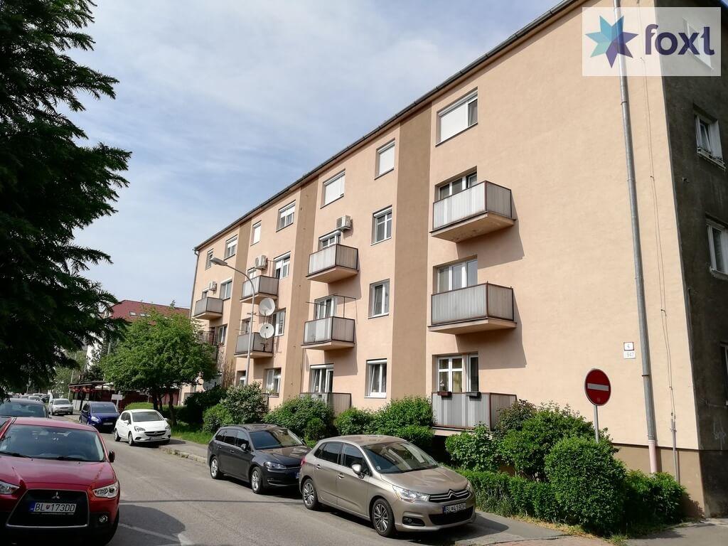 Predaný [Tehla] Veľký dvojizbový čiastočne zrekonštruovaný byt s vypracovaným znaleckým posudkom.-0