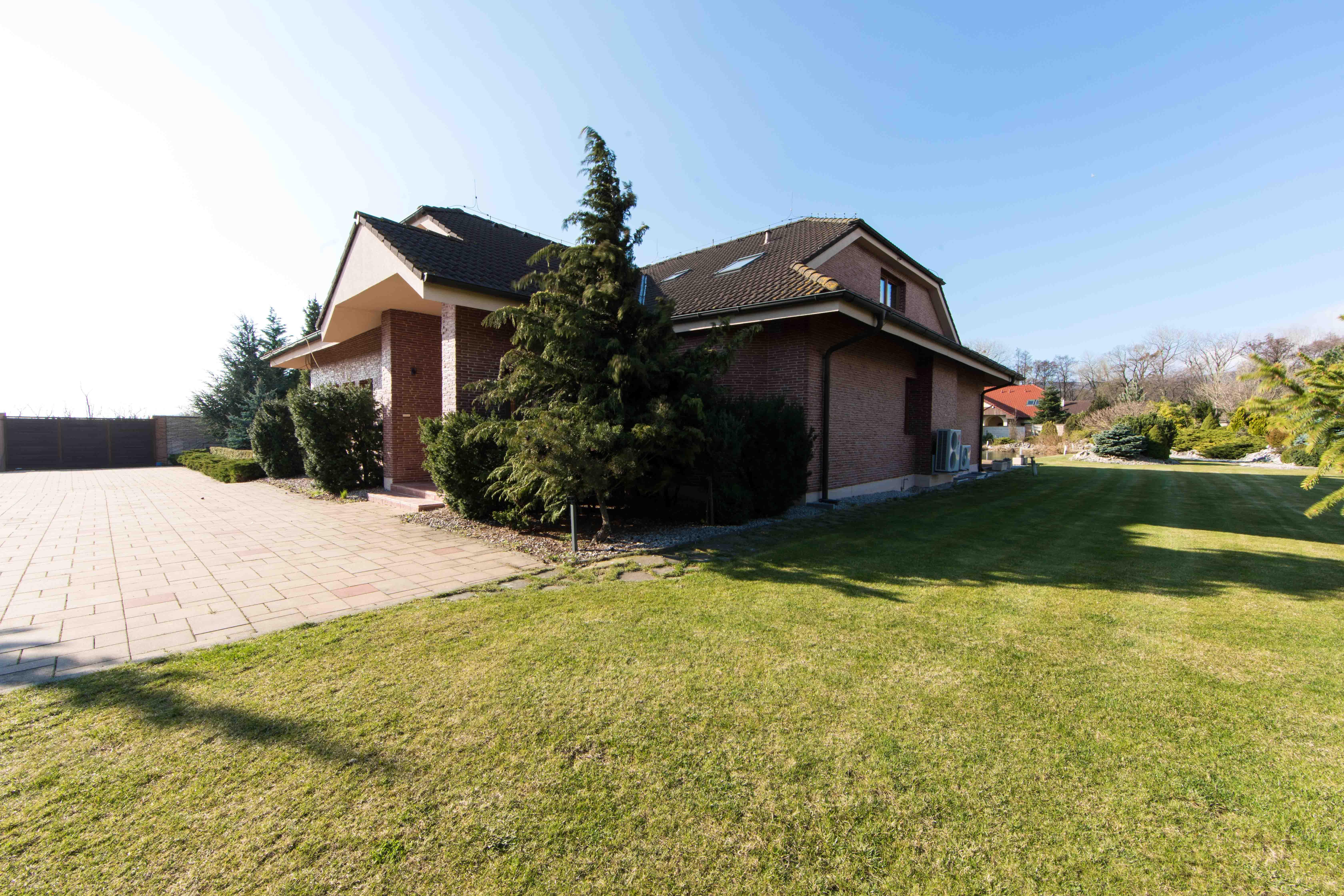 Rodinná Vila, Limbach, prírodné jazero, 4030 m2, úžitková plocha 420m2-2
