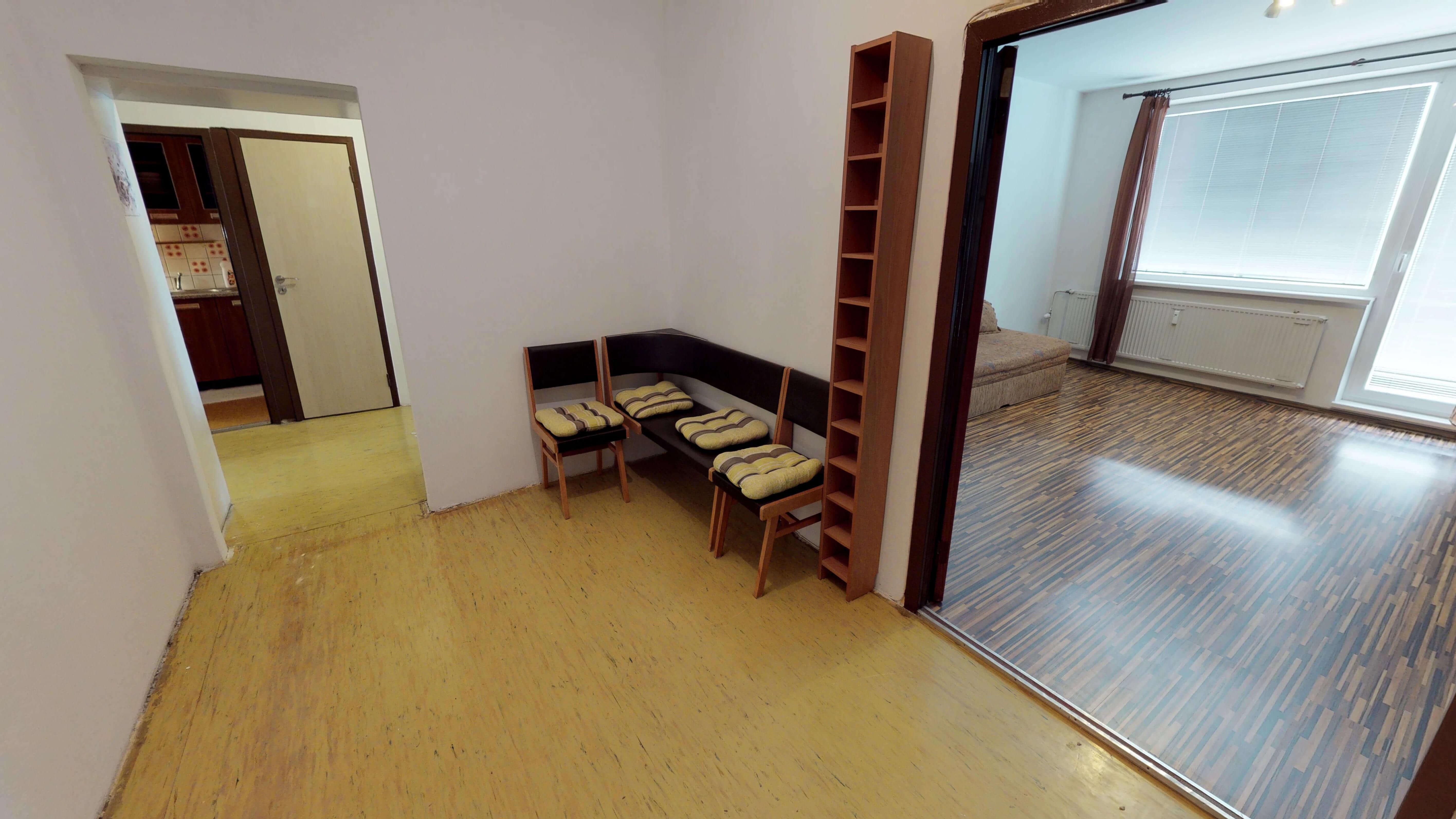 Predaný 3 izbový byt s dvoma loggiami v zrekonštruovanom bytovom dome-7