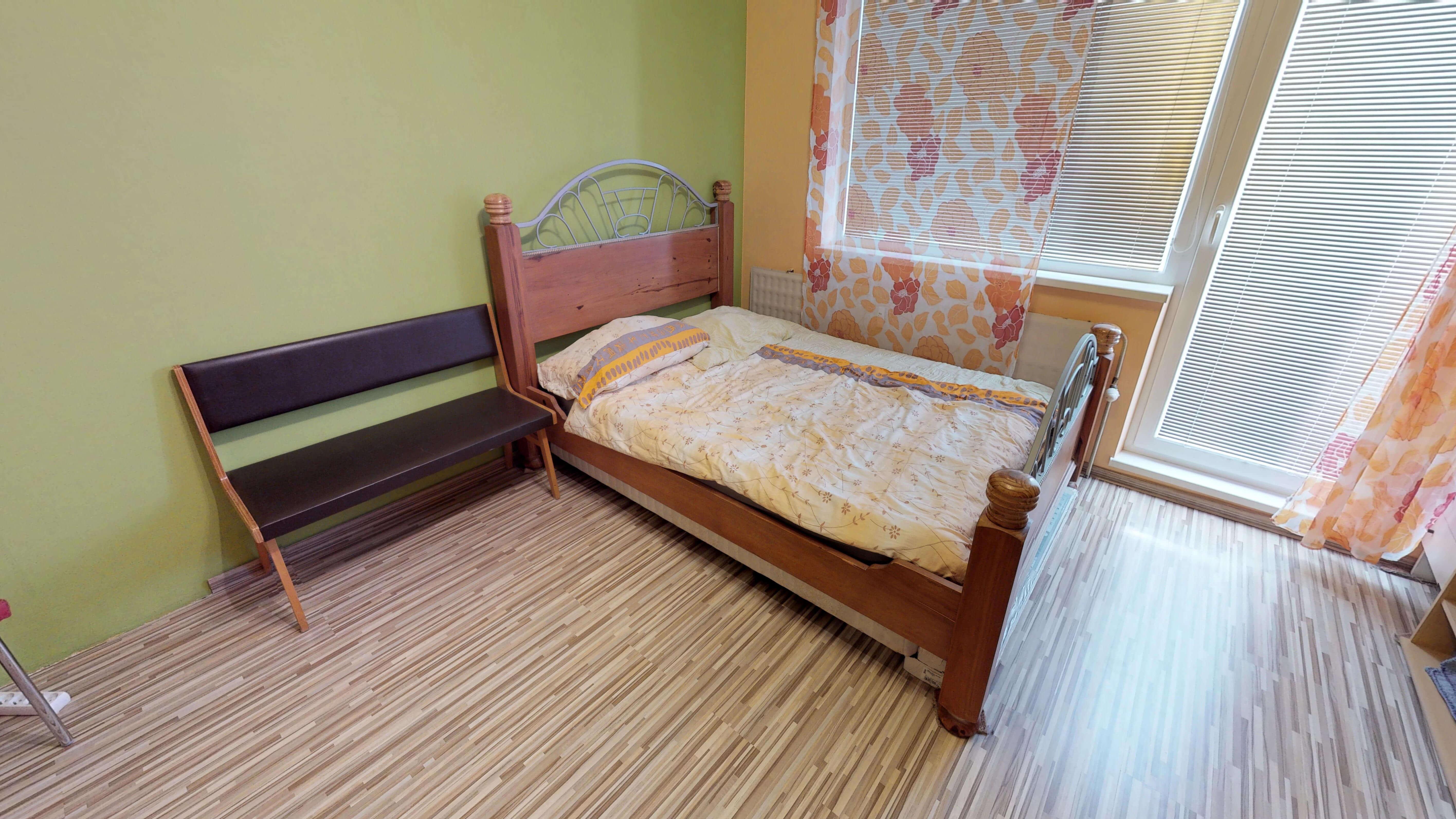 Predaný 3 izbový byt s dvoma loggiami v zrekonštruovanom bytovom dome-3