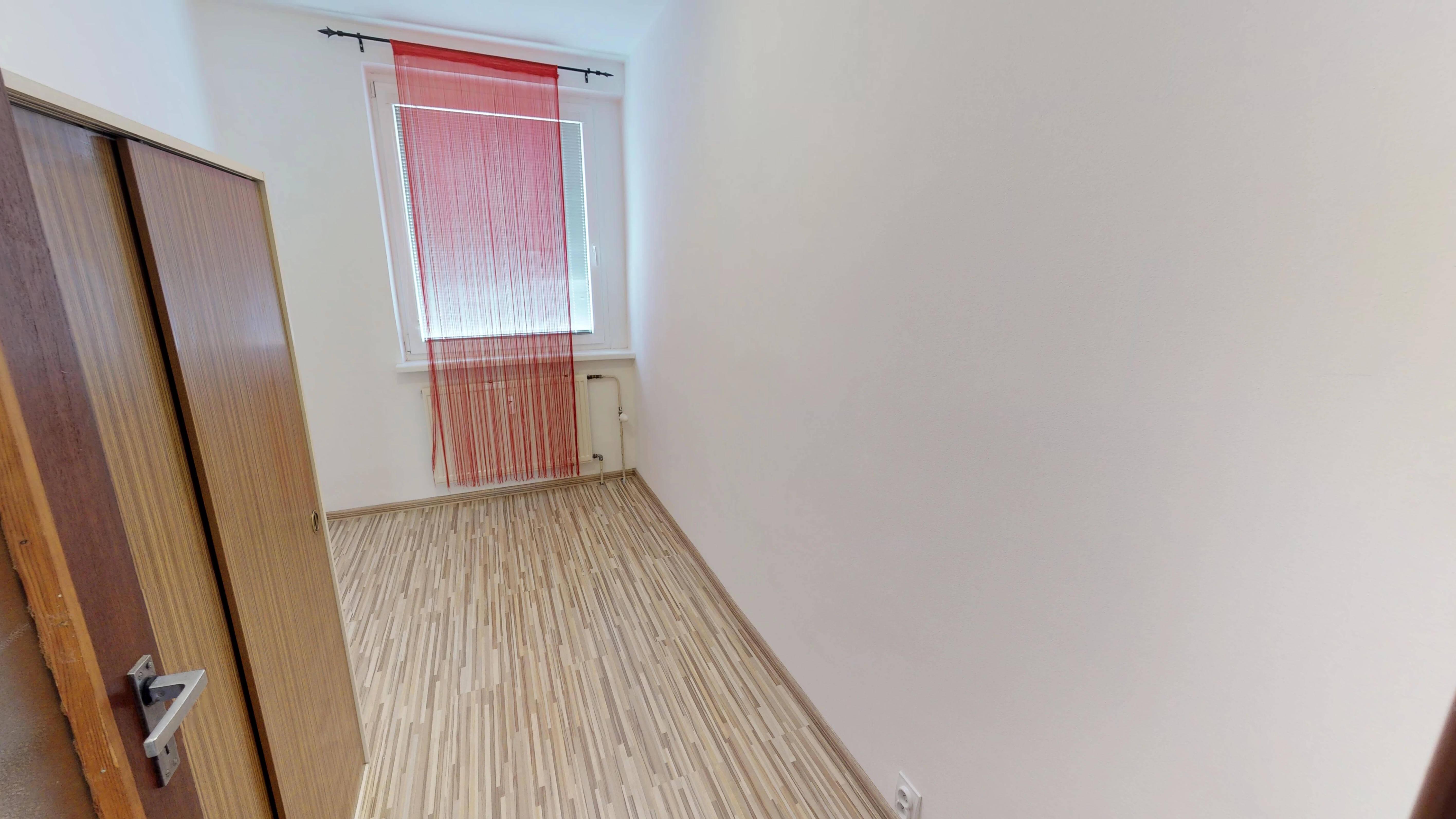 Predaný 3 izbový byt s dvoma loggiami v zrekonštruovanom bytovom dome-5