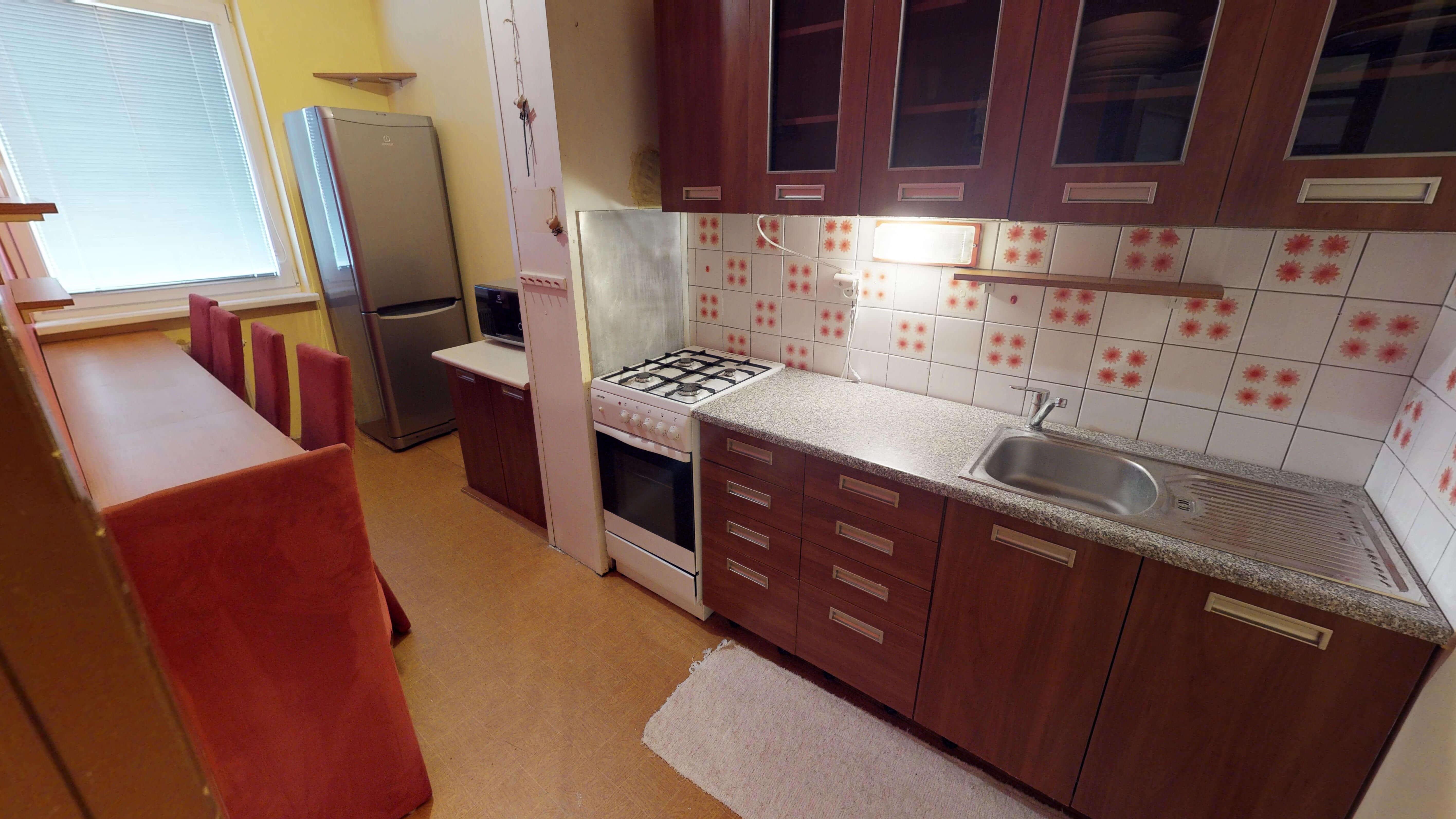 Predaný 3 izbový byt s dvoma loggiami v zrekonštruovanom bytovom dome-6