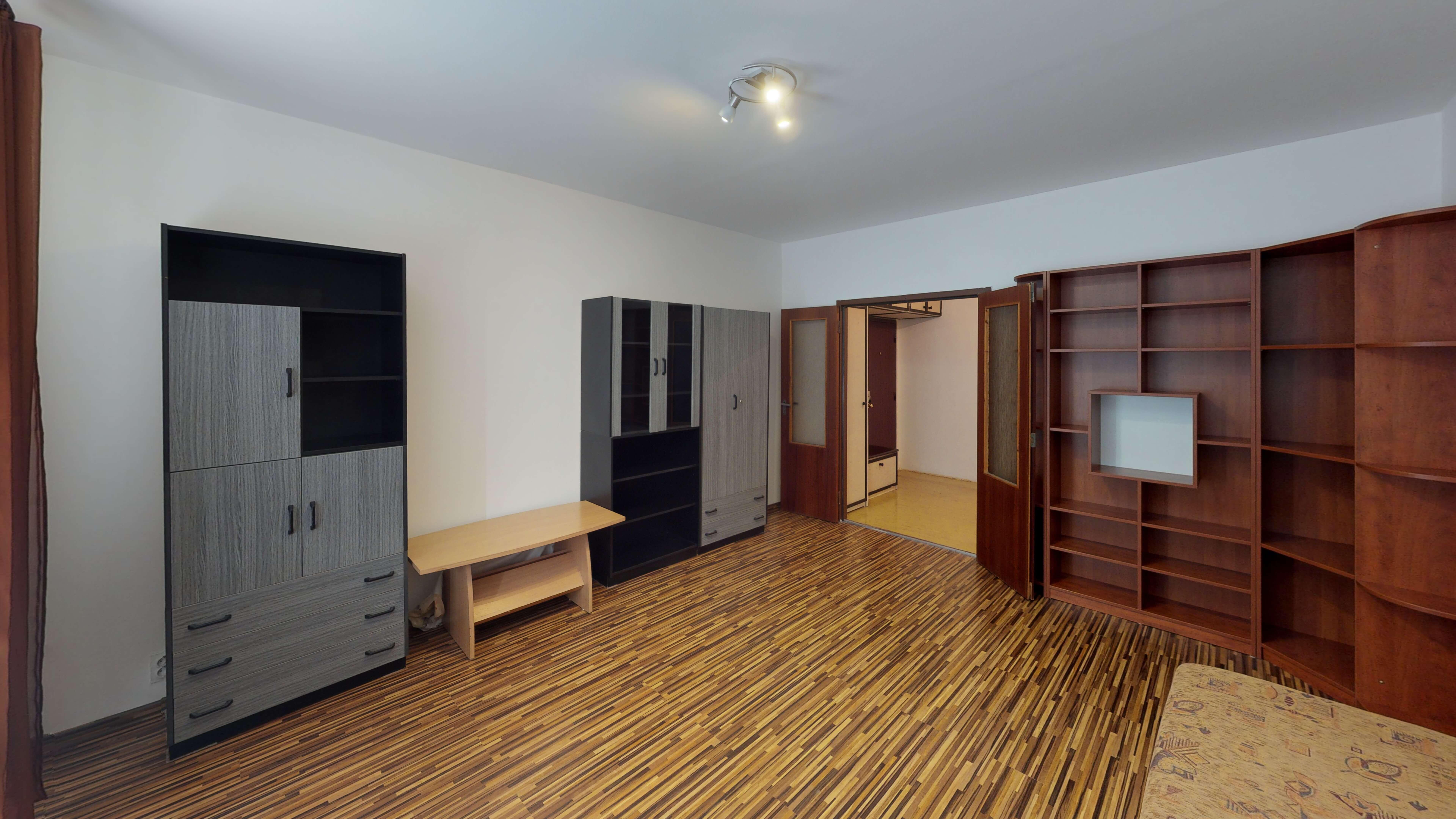 Predaný 3 izbový byt s dvoma loggiami v zrekonštruovanom bytovom dome-0