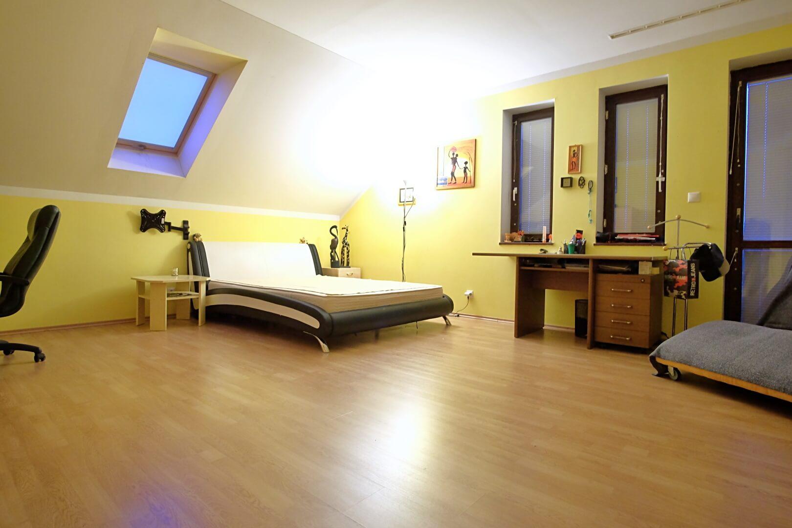 Predané: Na predaj 6-izbový rodinný dom vo vilovej štvrti v Hamuliakove, 15 km od Bratislavy-10