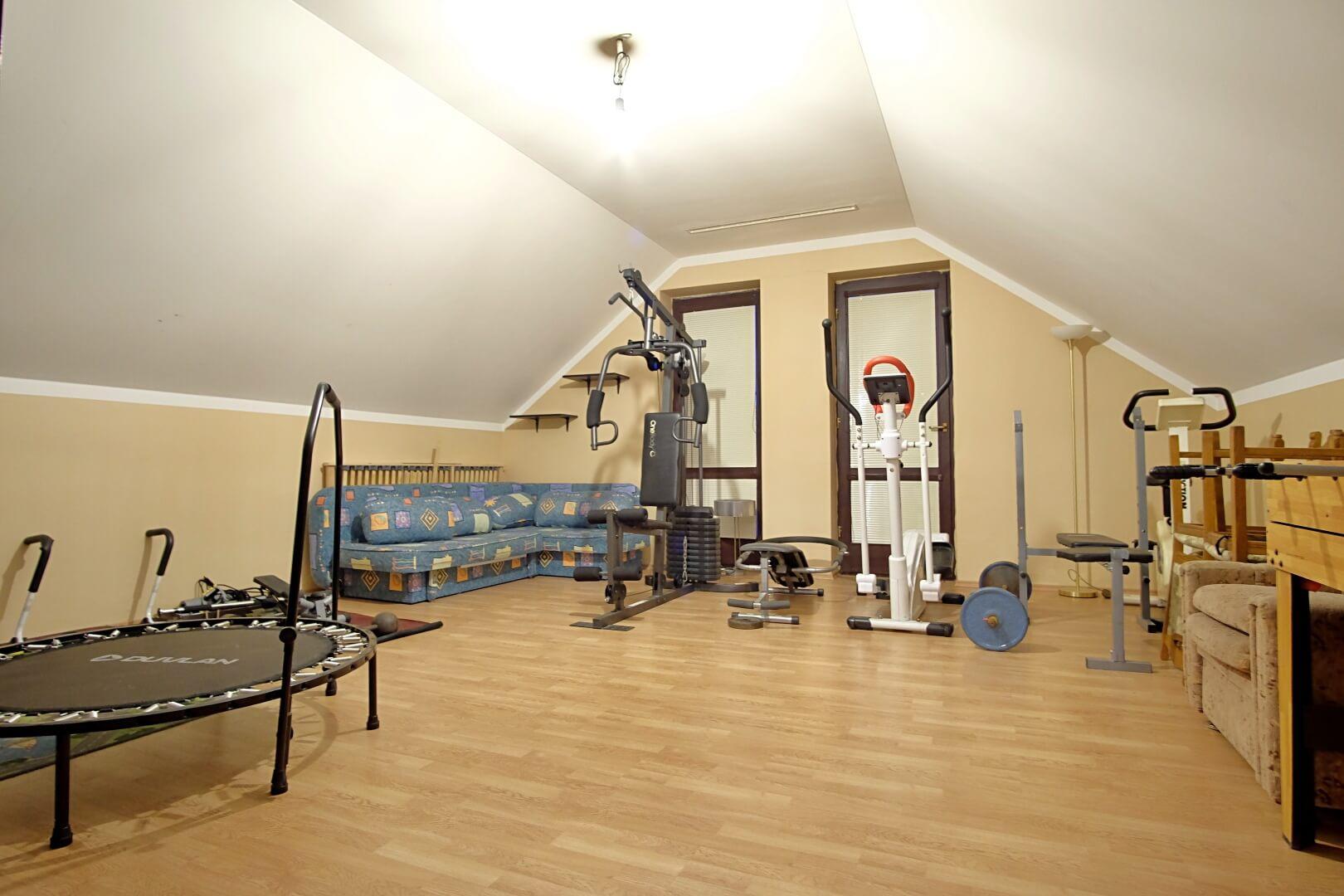Predané: Na predaj 6-izbový rodinný dom vo vilovej štvrti v Hamuliakove, 15 km od Bratislavy-11