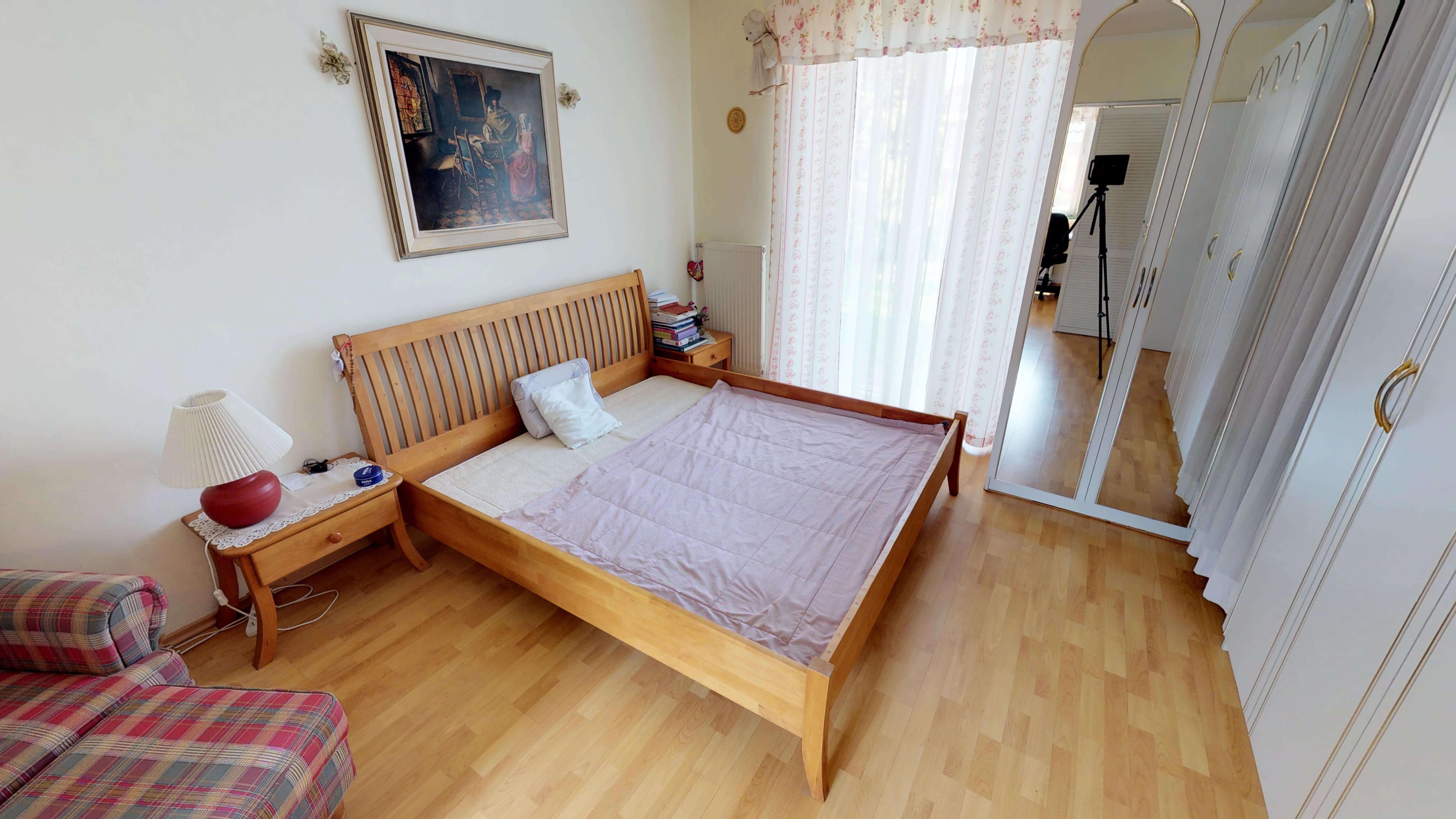 Rodinný dom na uzavretej ulici, Vojtechovce, 2 – generačný 6 izbový, úžitková 270m2, pozemok 600m2, garáž-4