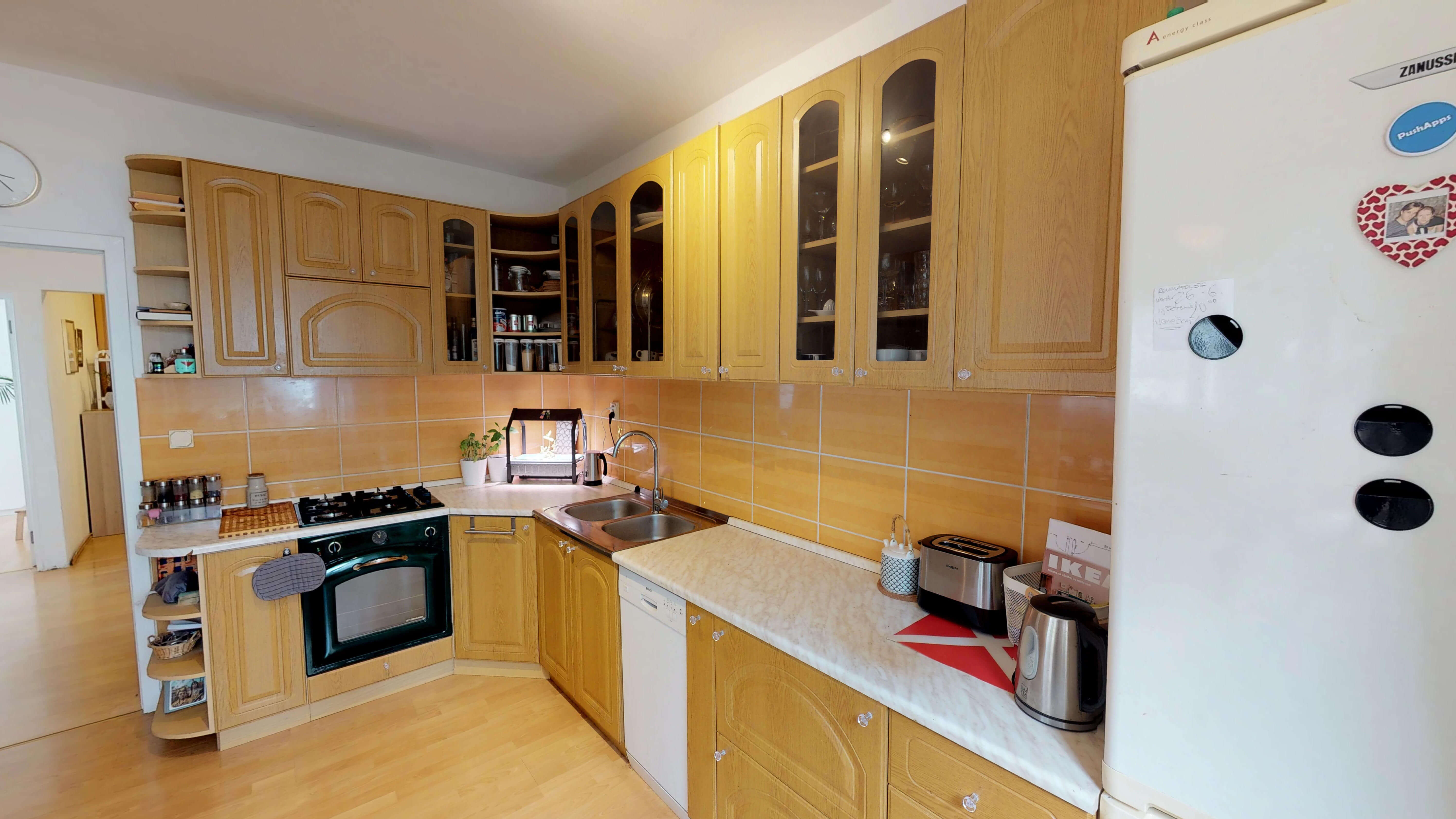 Predané Predaj exkluzívneho 3 izb. bytu,v Ružinove, ulica Palkovičová, blízko Trhoviska Miletičky v Bratislave, 68m2, kompletne zariadený-2