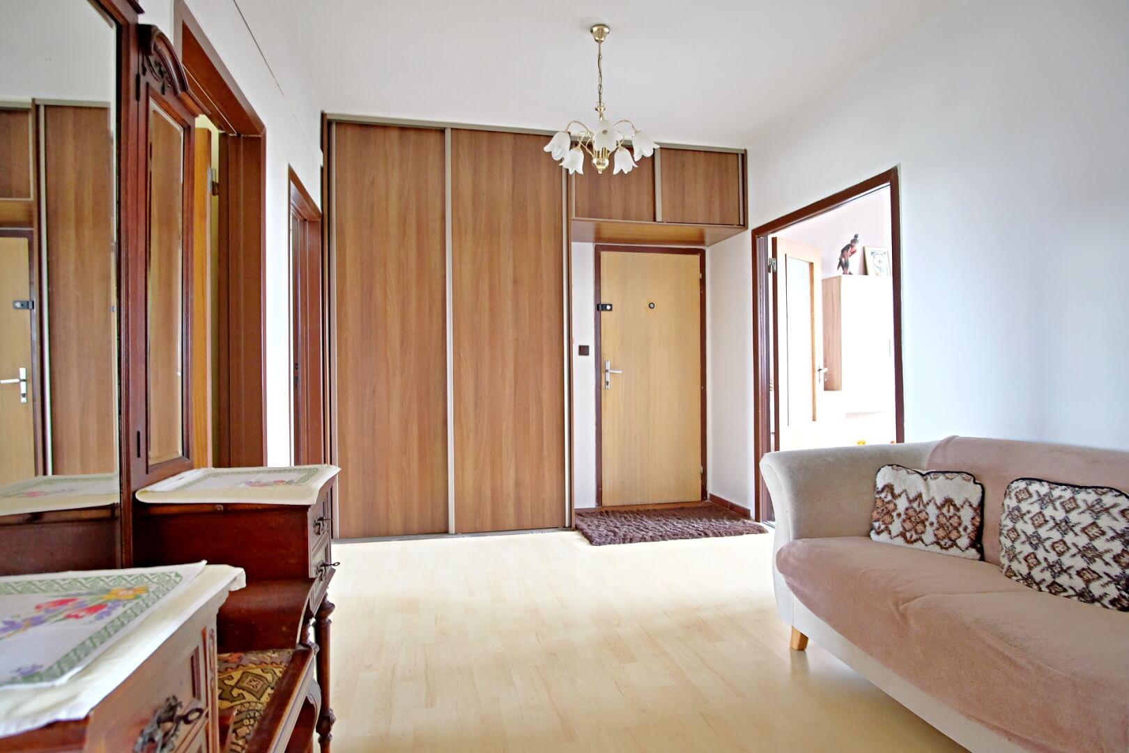 Na predaj 4 izbový byt v4-poschodovom bytovom dome svýťahom ulica Vyšehradská, Bratislava.-11
