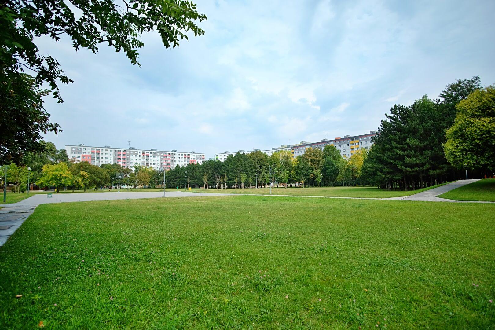 Na predaj 4 izbový byt v4-poschodovom bytovom dome svýťahom ulica Vyšehradská, Bratislava.-16