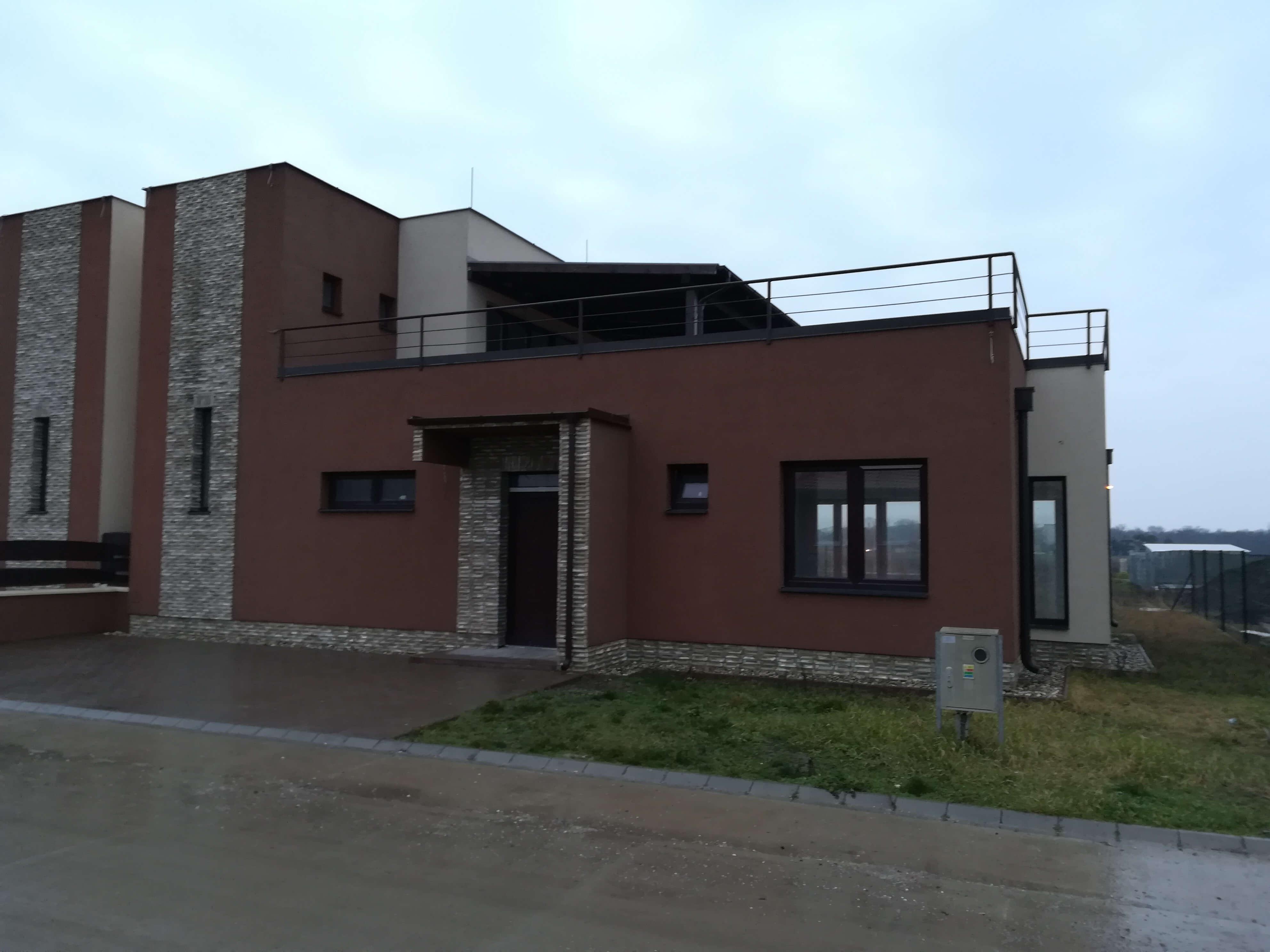 Predané: NOVOSTAVBA s terasou NA KĽÚČ + POZEMOK len 25km od Bratislavy-1