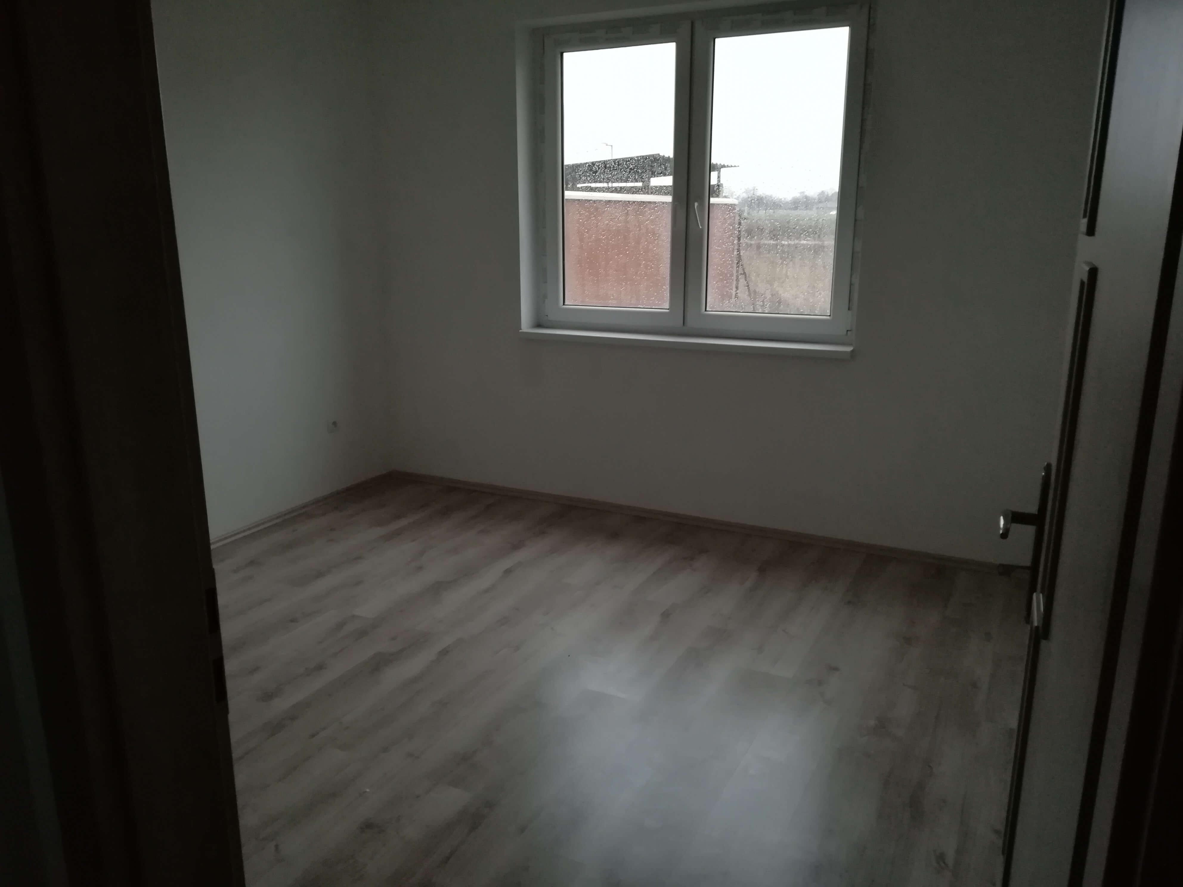 Predané: NOVOSTAVBA s terasou NA KĽÚČ + POZEMOK len 25km od Bratislavy-4