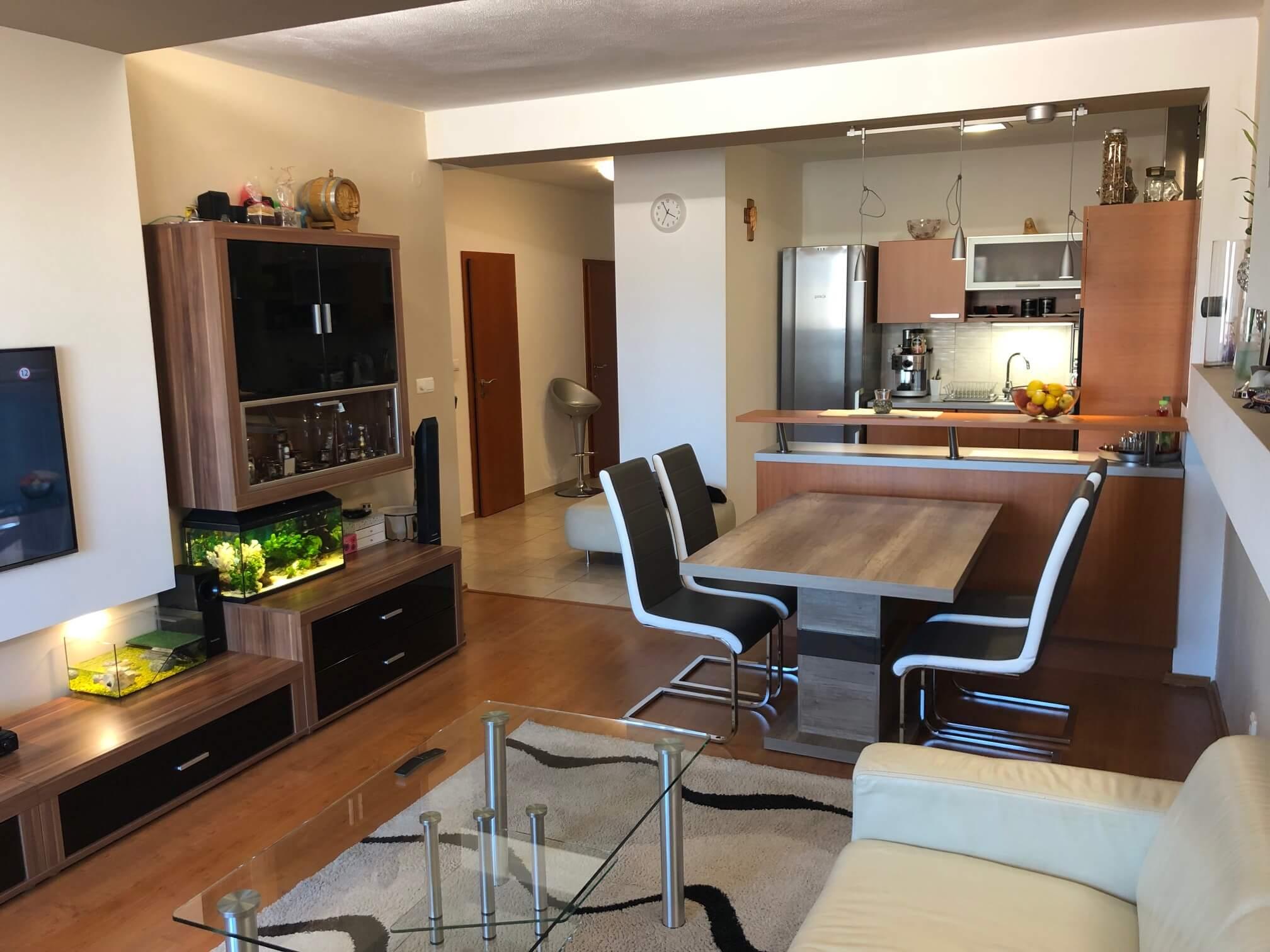Predané: Exkluzívne na predaj 3 izb. byt, 72 m2, balkón 8 m2, parkovacie státie, Bratislava, Petržalka, Budatínska-2