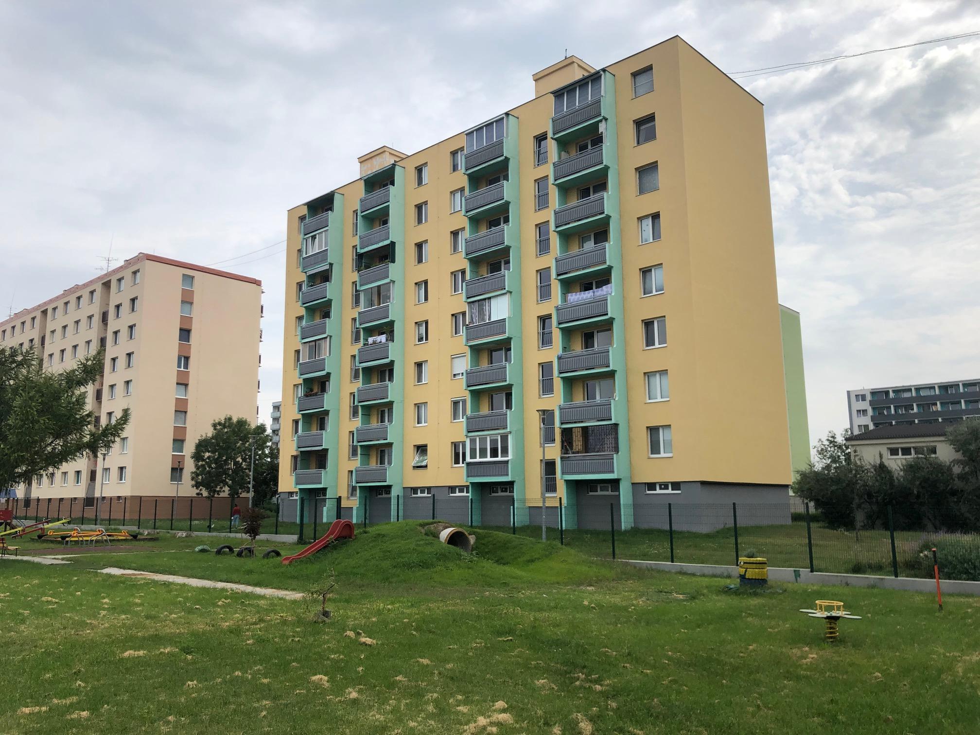 2 izbový byt, 52m2, pivnica, pôvodný stav, Skuteckého, Malacky Juh-0