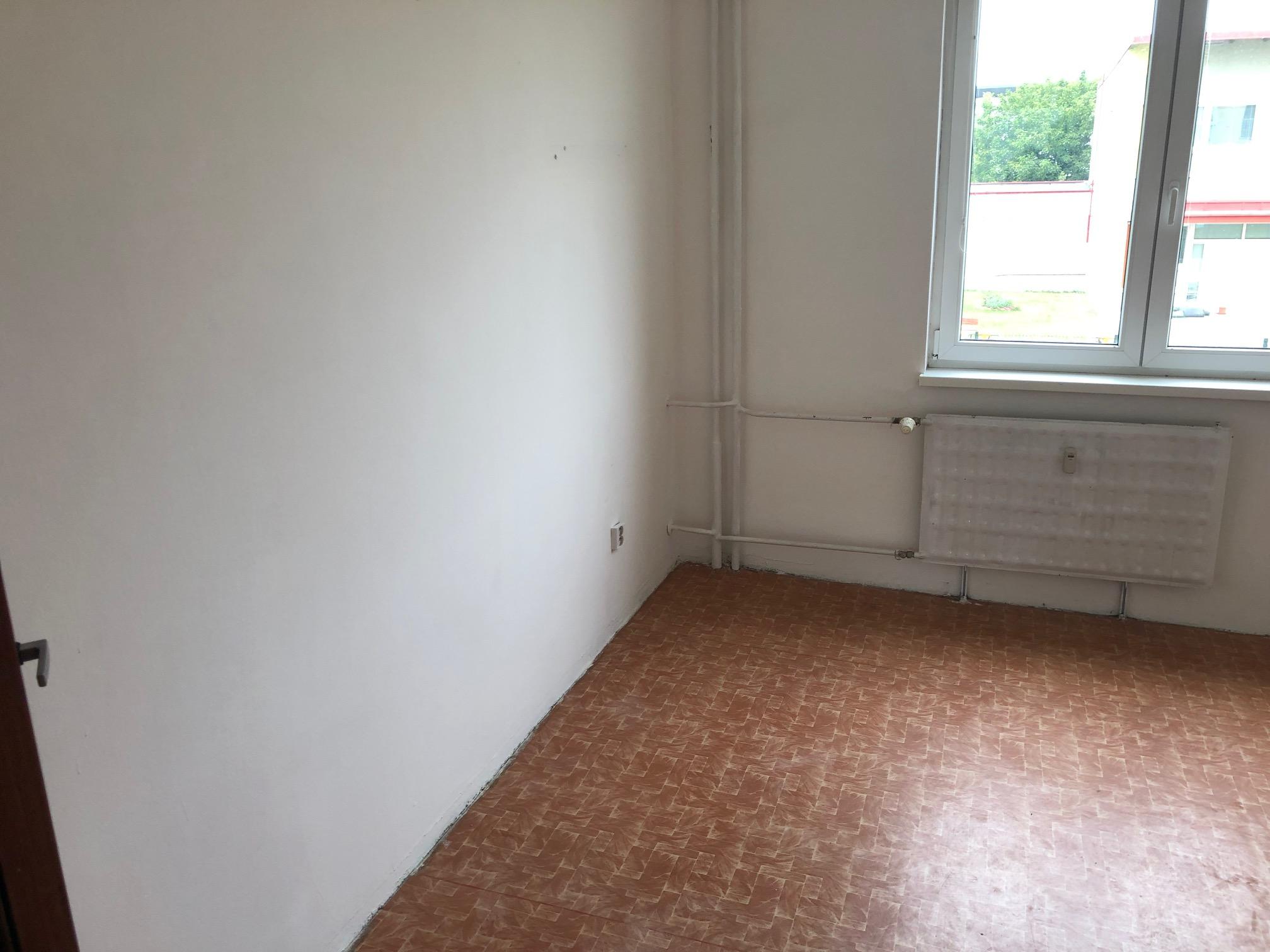 2 izbový byt, 52m2, pivnica, pôvodný stav, Skuteckého, Malacky Juh-21