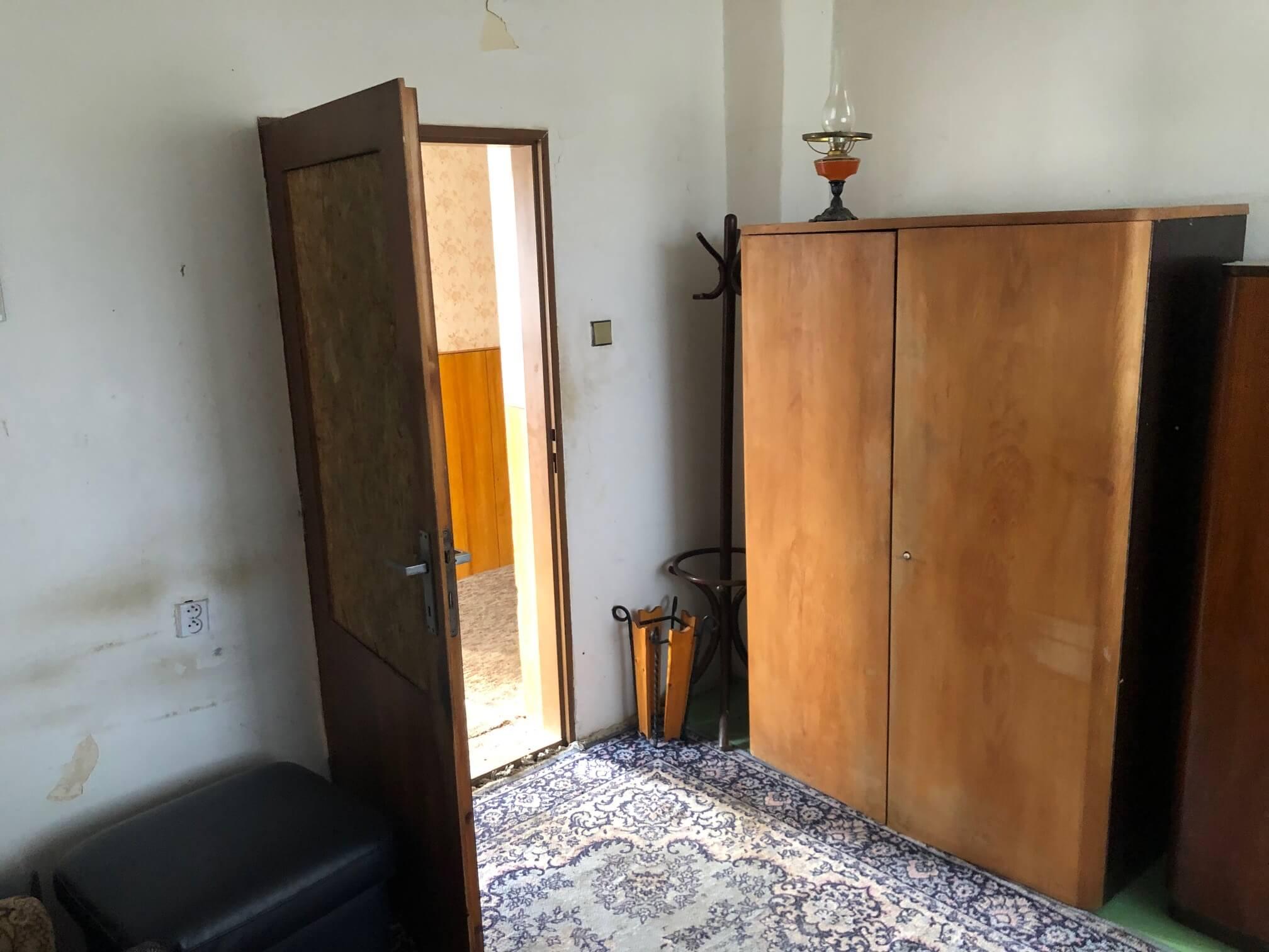 Exkluzívne: Rodinný dom, 4 izbový, Šalgočka úžitková 140m2, podpivničenie 120m2, pozemok 1500m2-35