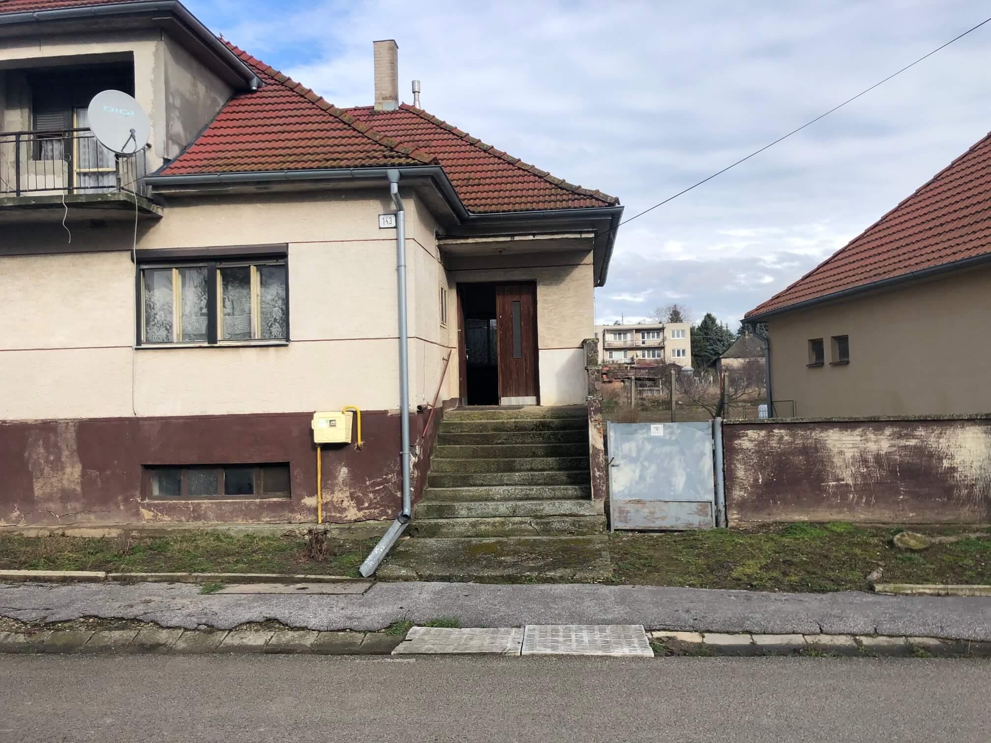 Exkluzívne: Rodinný dom, 4 izbový, Šalgočka úžitková 140m2, podpivničenie 120m2, pozemok 1500m2-2