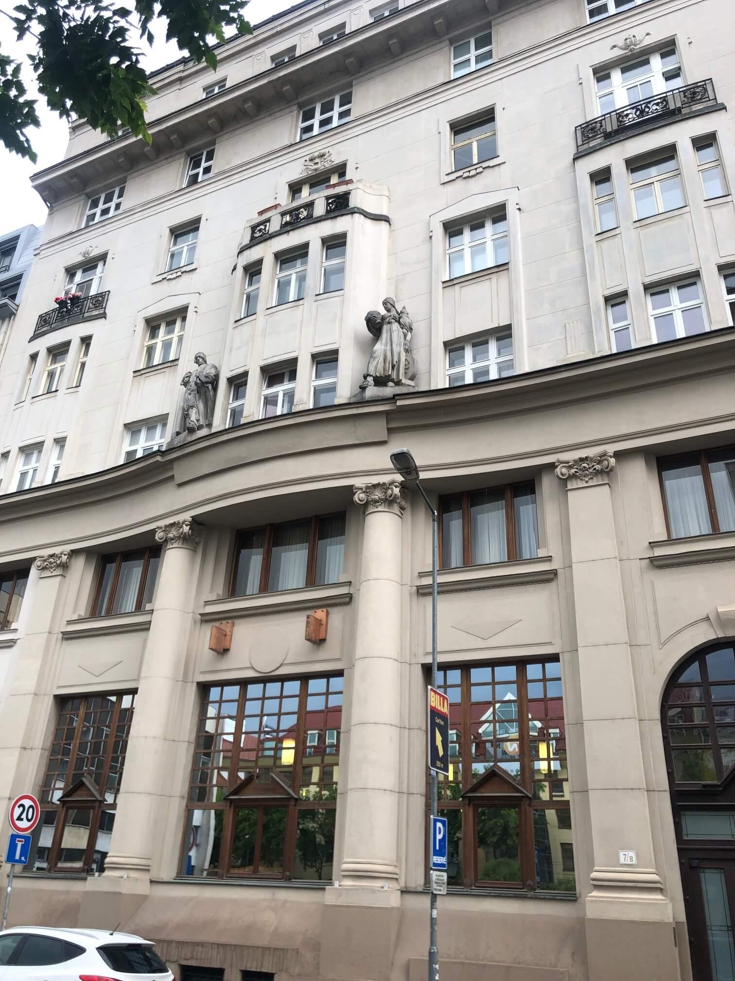 Na prenájom exkluzívne 2 izbový byt, 73,34m2, v Centre BA, Gorkeho 7, 7 poschodie-8
