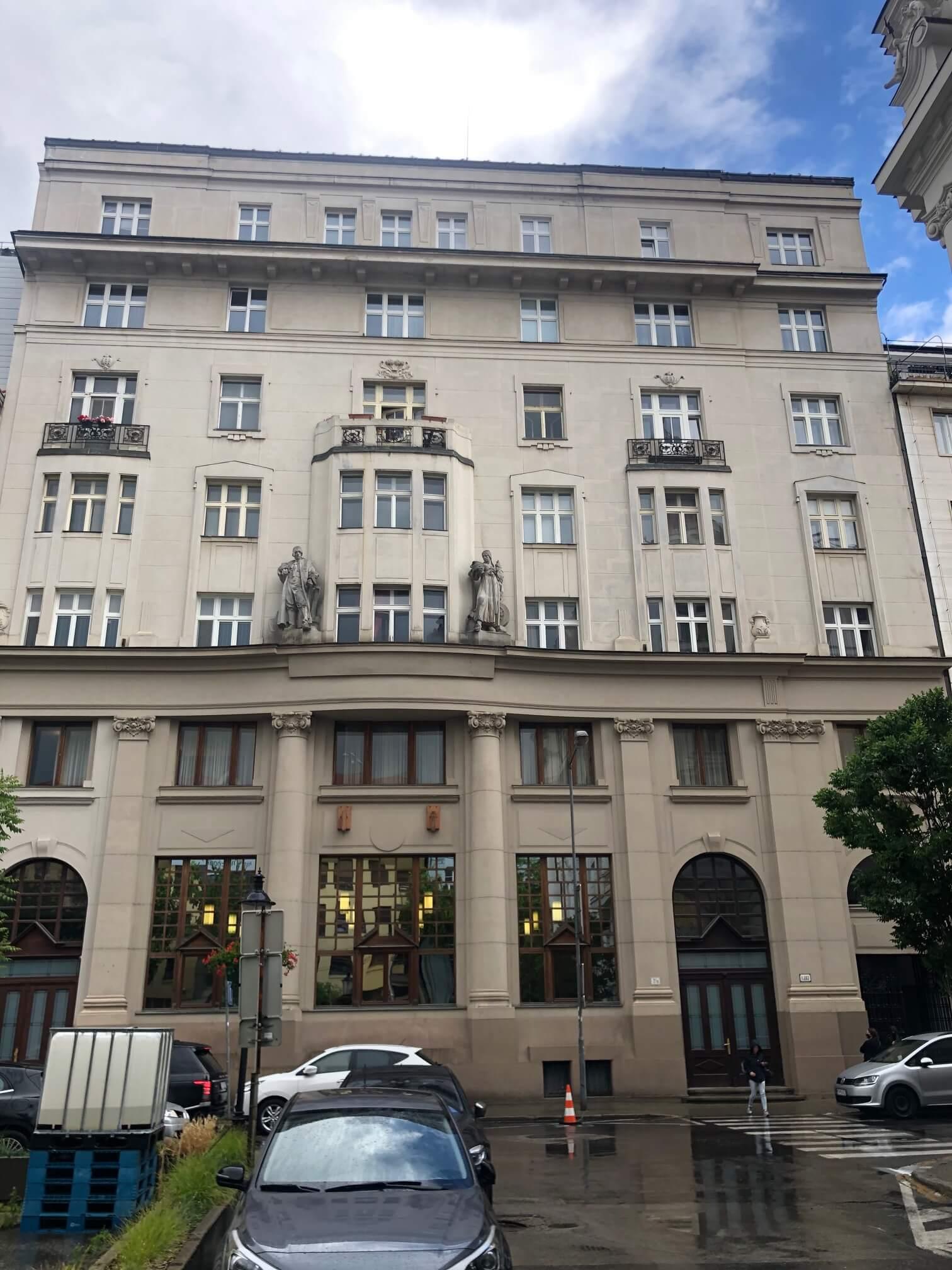 Na prenájom exkluzívne 2 izbový byt, 73,34m2, v Centre BA, Gorkeho 7, 7 poschodie-7
