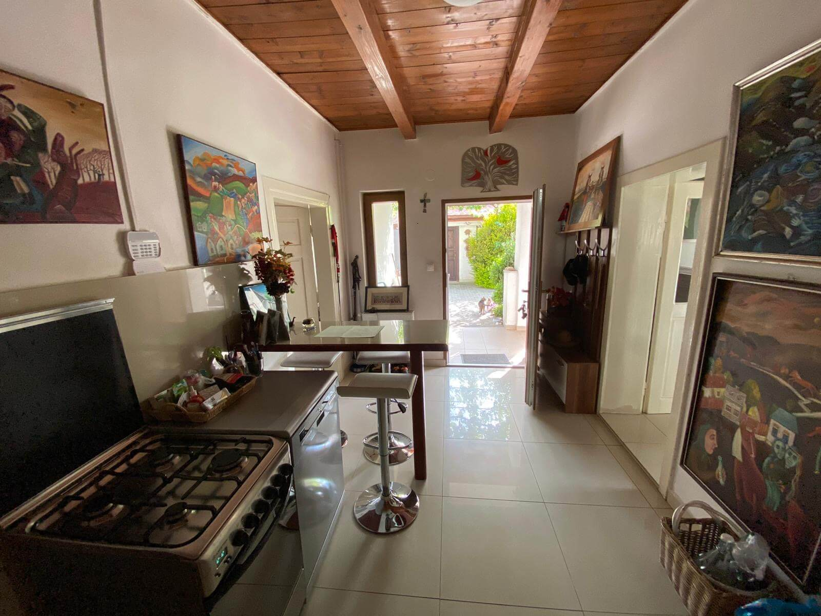 Predané: Predaj Rodinný dom v Šoporni, v tichej lokalite, pozemok 674m2, úžitková plocha 181m2,záhrada, kôlňa-17