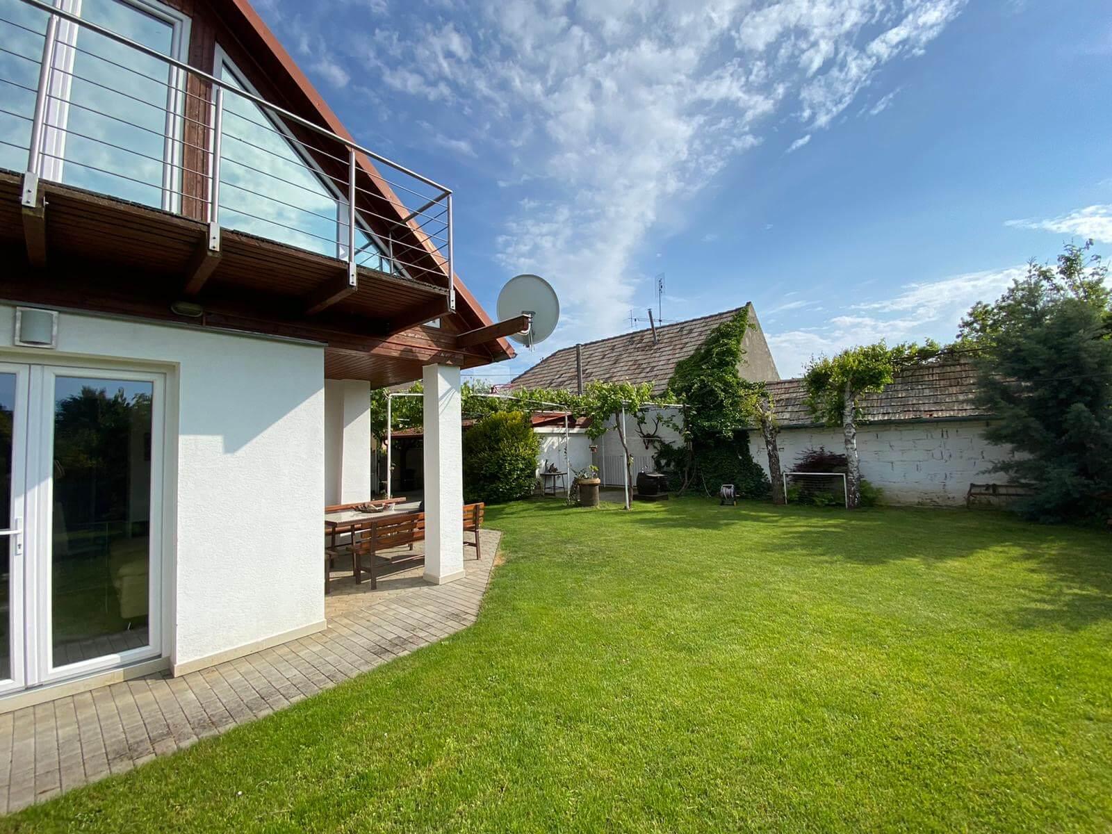 Predané: Predaj Rodinný dom v Šoporni, v tichej lokalite, pozemok 674m2, úžitková plocha 181m2,záhrada, kôlňa-6