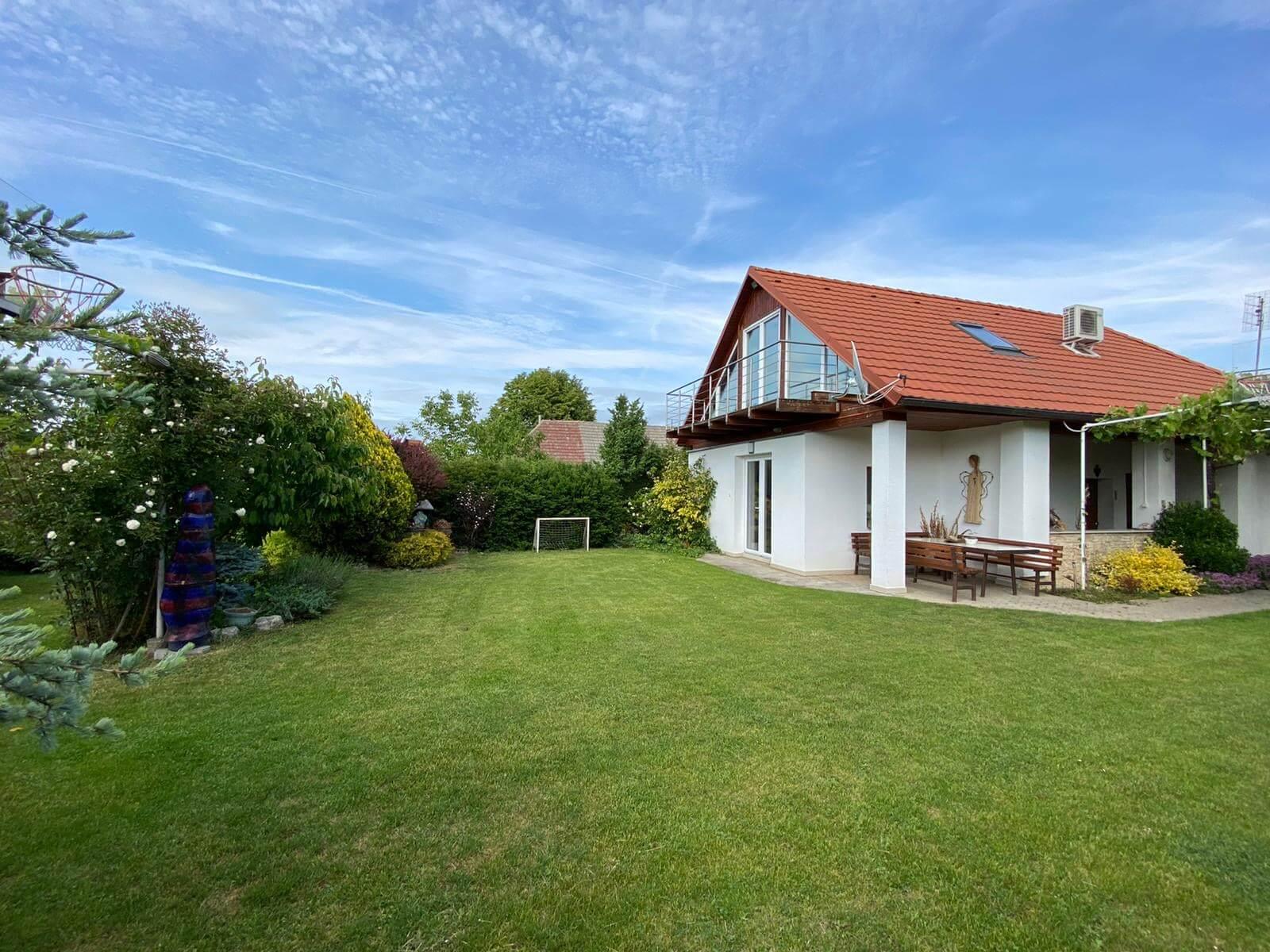 Predané: Predaj Rodinný dom v Šoporni, v tichej lokalite, pozemok 674m2, úžitková plocha 181m2,záhrada, kôlňa-1