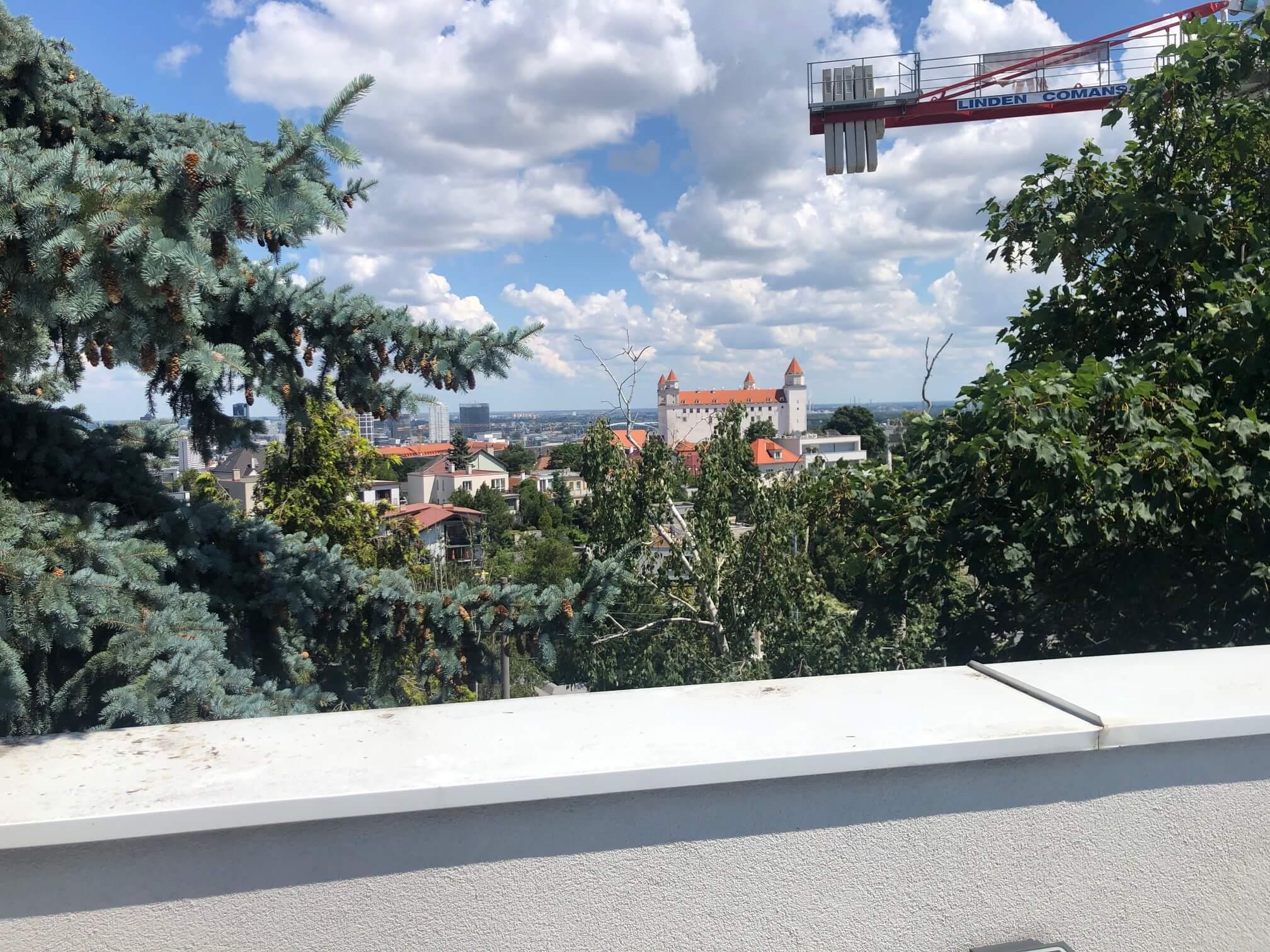 Troj podlažná budova s 10 kanceláriami, Riznerova ulica v Bratislave, nad hradom, úžitková 610m2-3