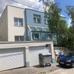 Troj podlažná budova s 10 kanceláriami, Riznerova ulica v Bratislave, nad hradom, úžitková 610m2-1