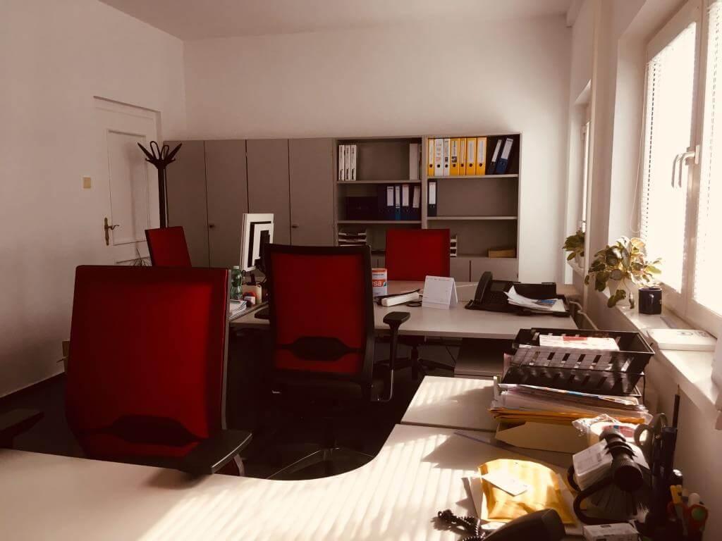 Troj podlažná budova s 10 kanceláriami, Riznerova ulica v Bratislave, nad hradom, úžitková 610m2-14