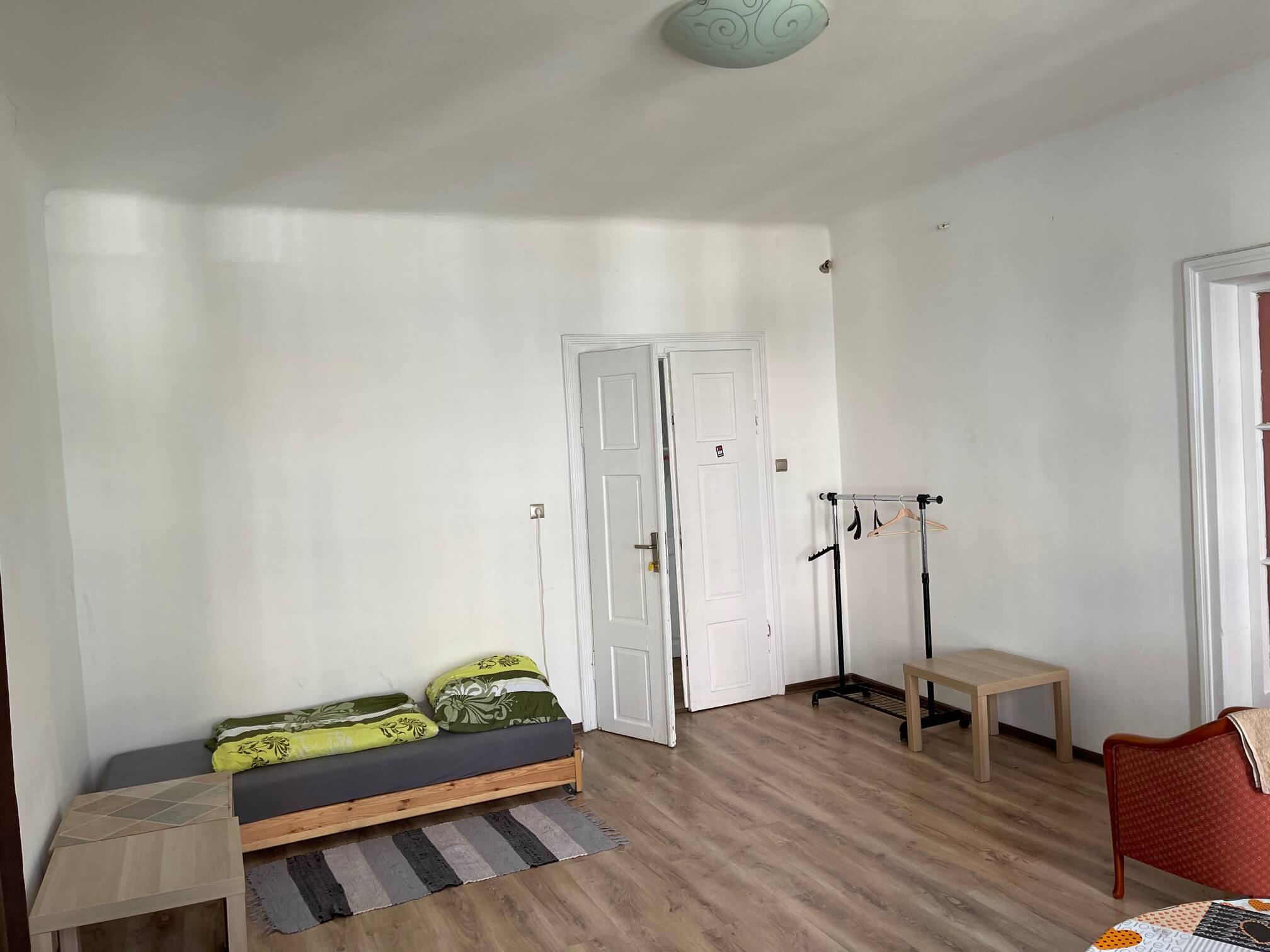 Exkluzívne na prenájom 4 izbový byt,Centrum,Obchodná ulica 36, plocha 130m2,zariadený,aj jednotlivo izby-1