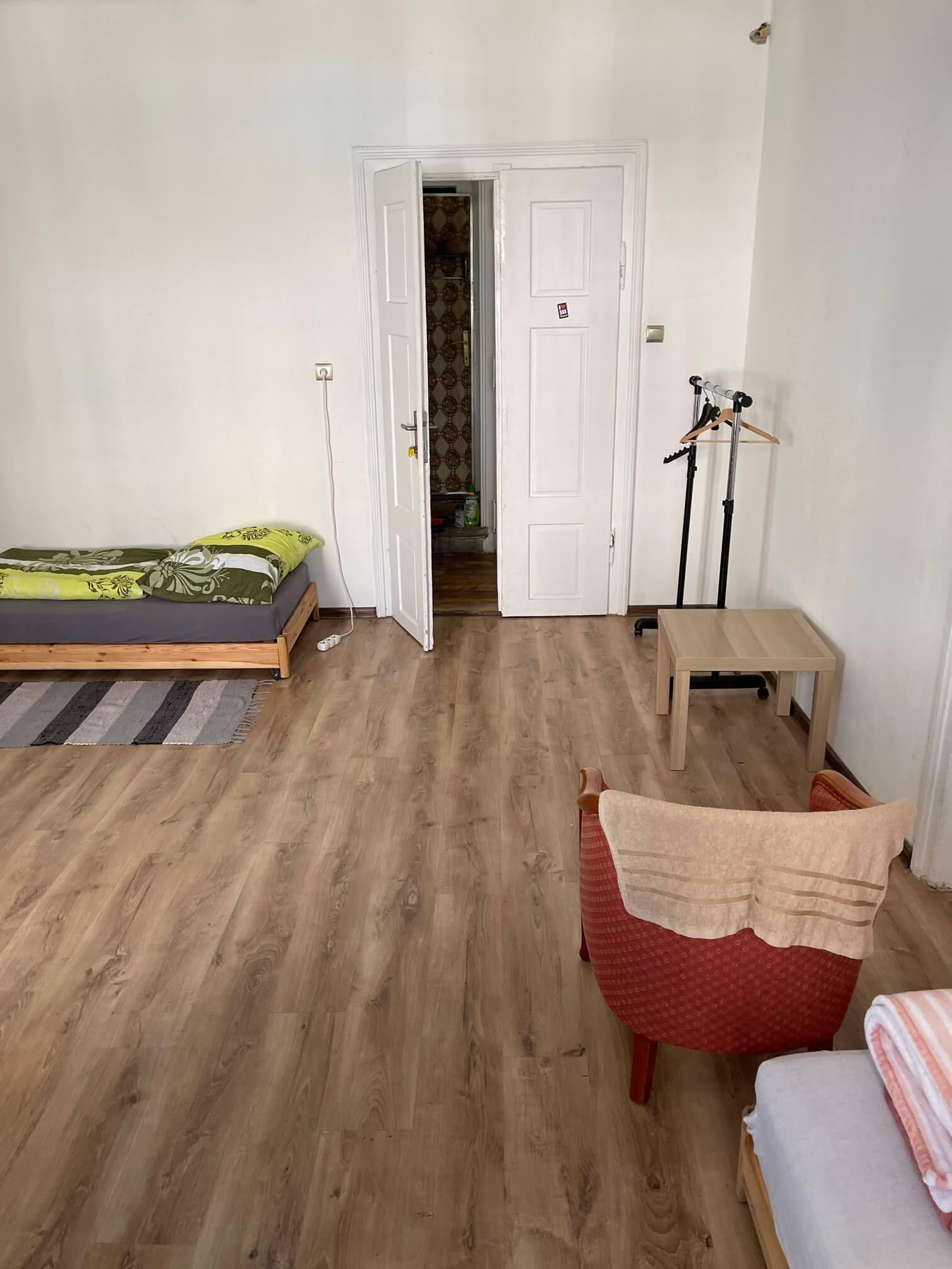 Exkluzívne na prenájom 4 izbový byt,Centrum,Obchodná ulica 36, plocha 130m2,zariadený,aj jednotlivo izby-7