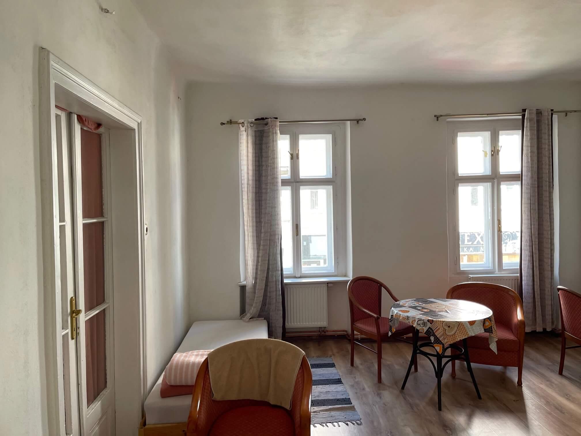 Exkluzívne na prenájom 4 izbový byt,Centrum,Obchodná ulica 36, plocha 130m2,zariadený,aj jednotlivo izby-6