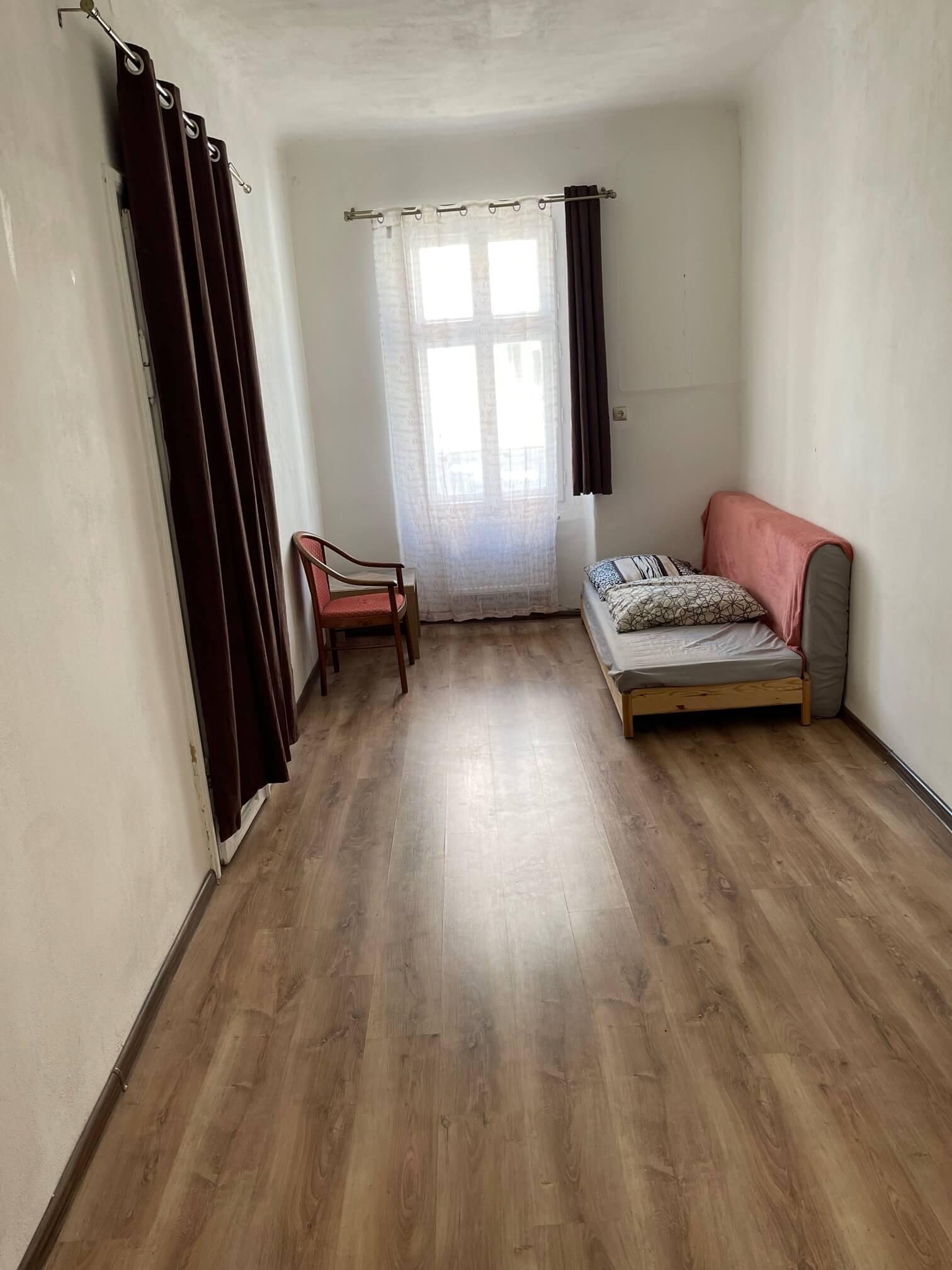 Exkluzívne na prenájom 4 izbový byt,Centrum,Obchodná ulica 36, plocha 130m2,zariadený,aj jednotlivo izby-5