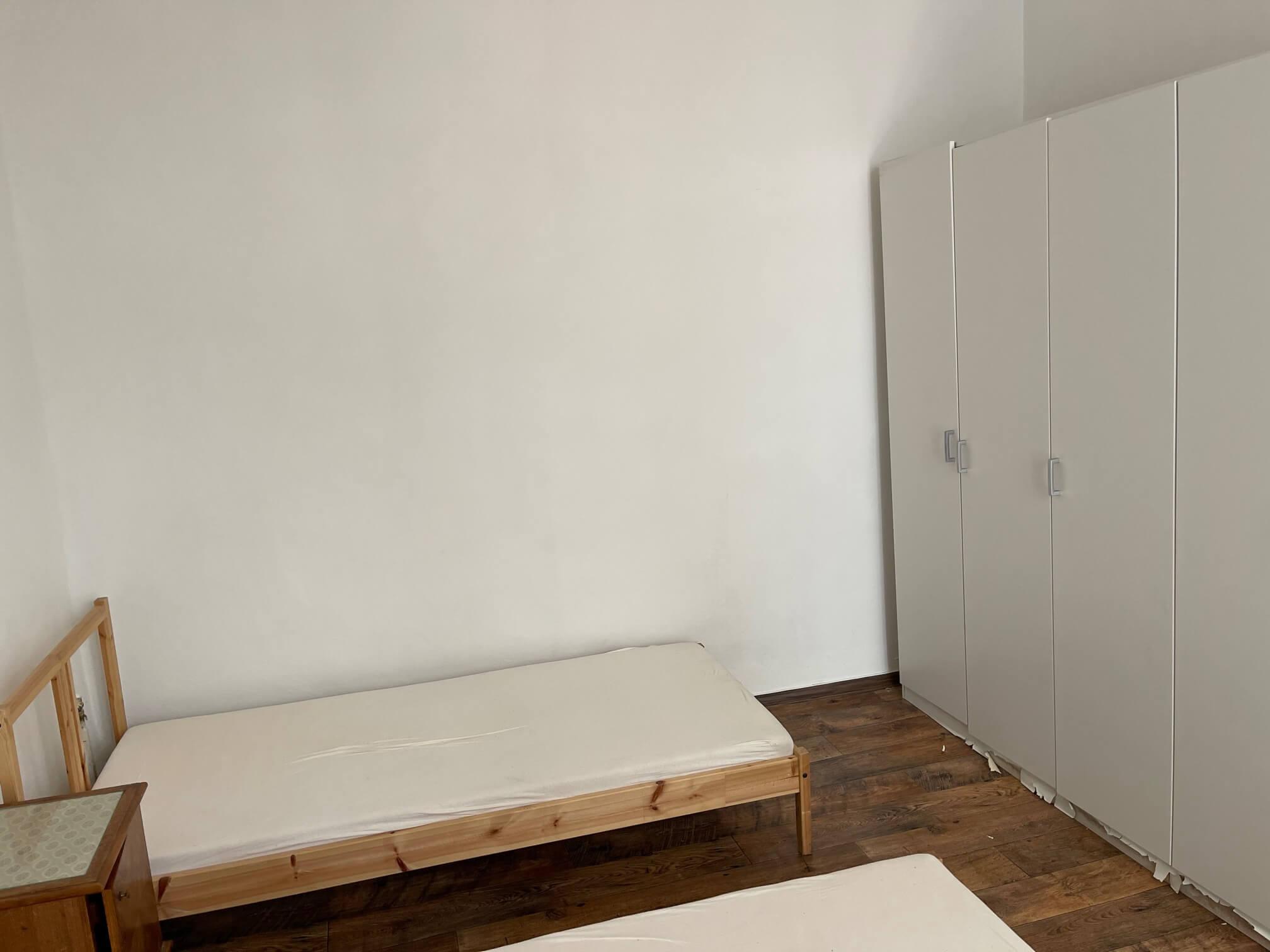 Exkluzívne na prenájom 4 izbový byt,Centrum,Obchodná ulica 36, plocha 130m2,zariadený,aj jednotlivo izby-8