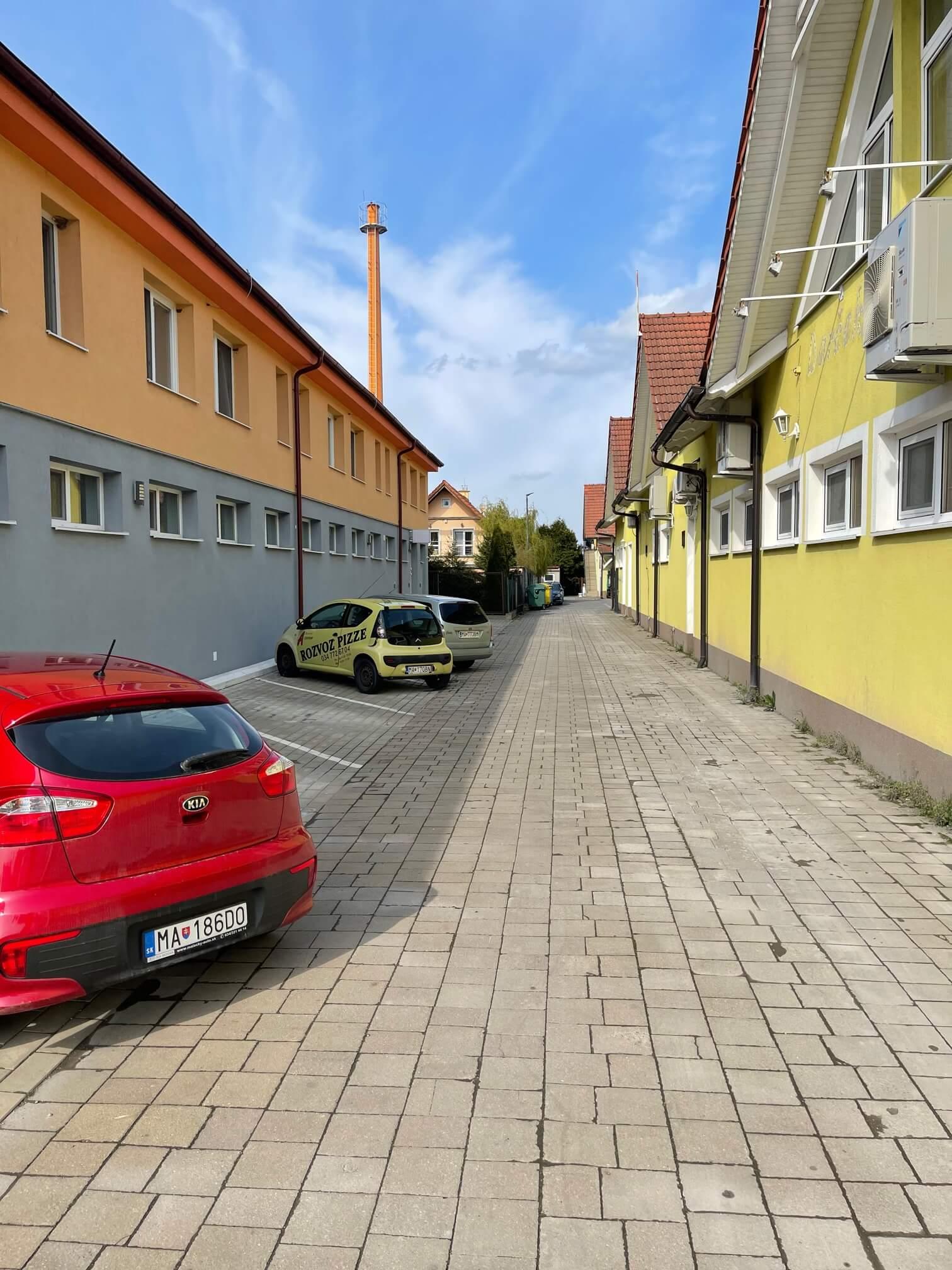 Stavebný pozemok, na výstavbu, Všetky siete, Malacky, Kukučínová ulica, 1037m2-12