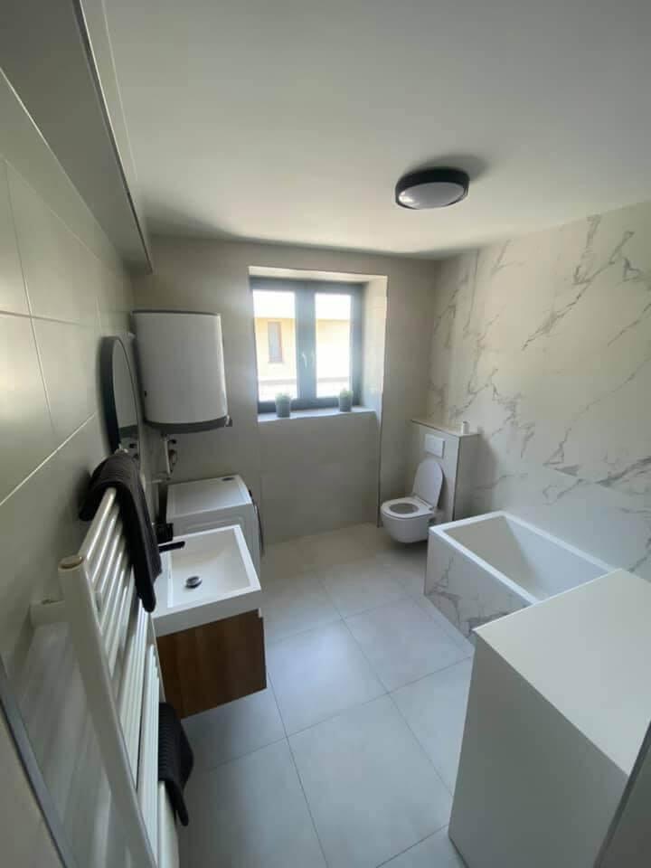 Na prenájom úplne nový 2 izbový byt v Malackách, Kukučínová,60m2, predzáhradka 18m2, 2x parkovonie-14
