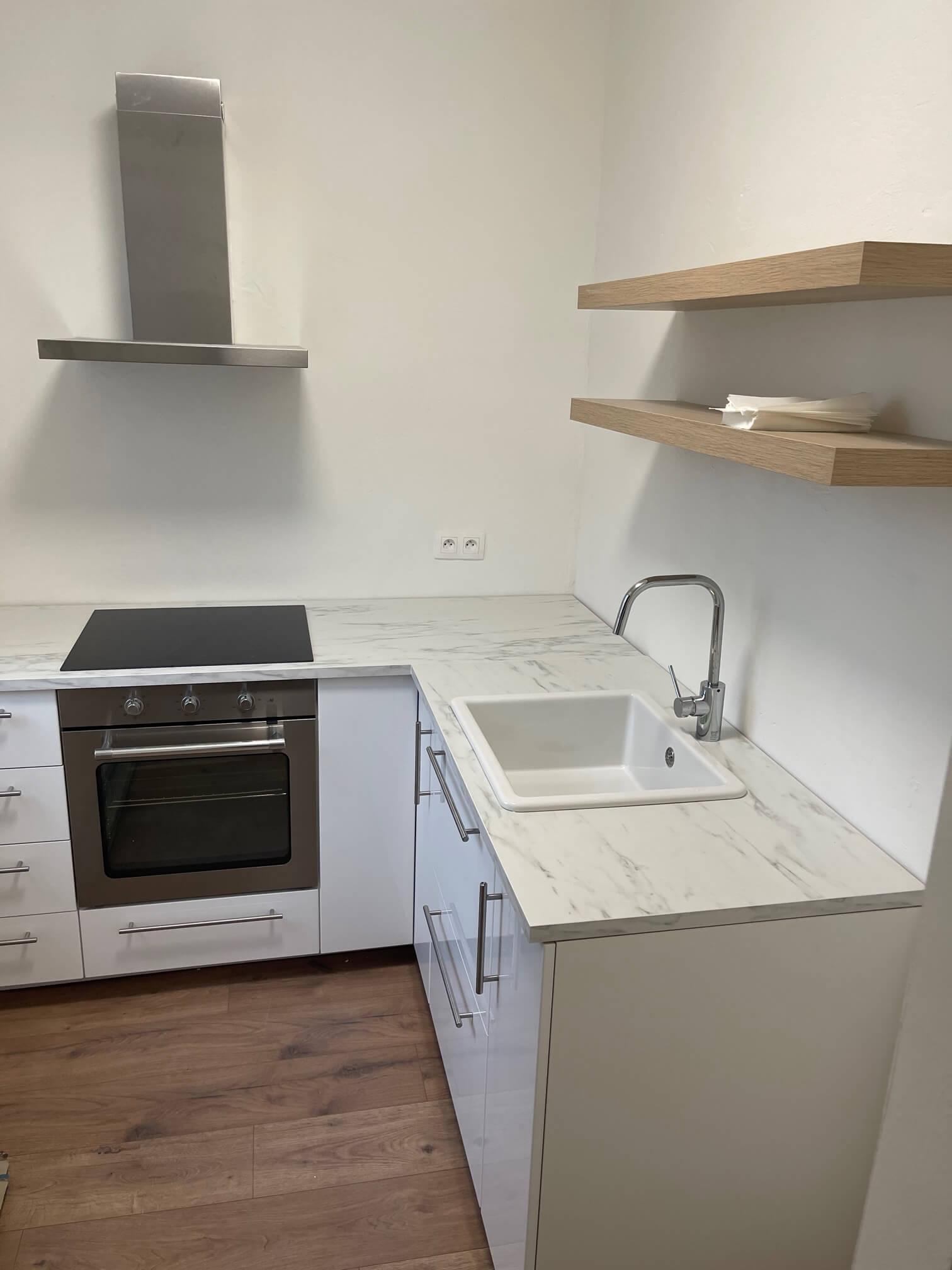 Exkluzívne na predaj zrekonštruovaný 2 izbový byt, 48m2, Fedáková 12, Dúbravka, pri OC Saratov-13