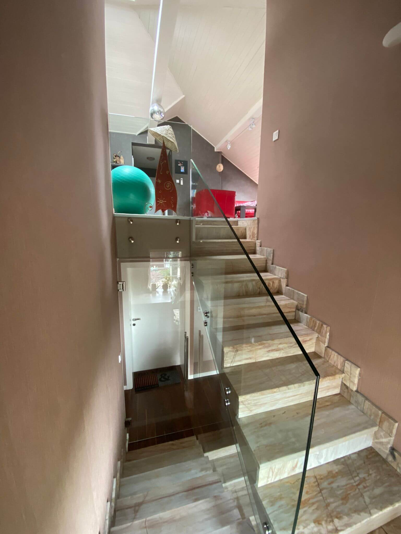 Rodinná Vila 6 izbová, úžitková 650m2, 3 podlažia, pozemok 1008m2, Lučenec – Opatová-52
