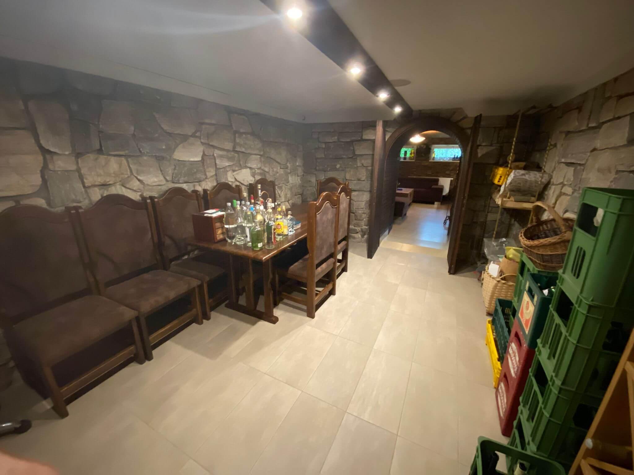 Rodinná Vila 6 izbová, úžitková 650m2, 3 podlažia, pozemok 1008m2, Lučenec – Opatová-15