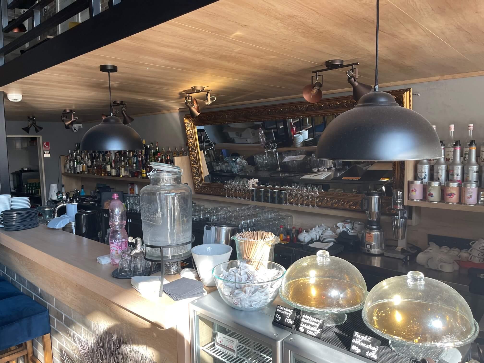 Predaj exkluzívneho baru 128,80m2, pre 70 + 40 ludí, kompletne zrekonštruovaný, Panorama City-9